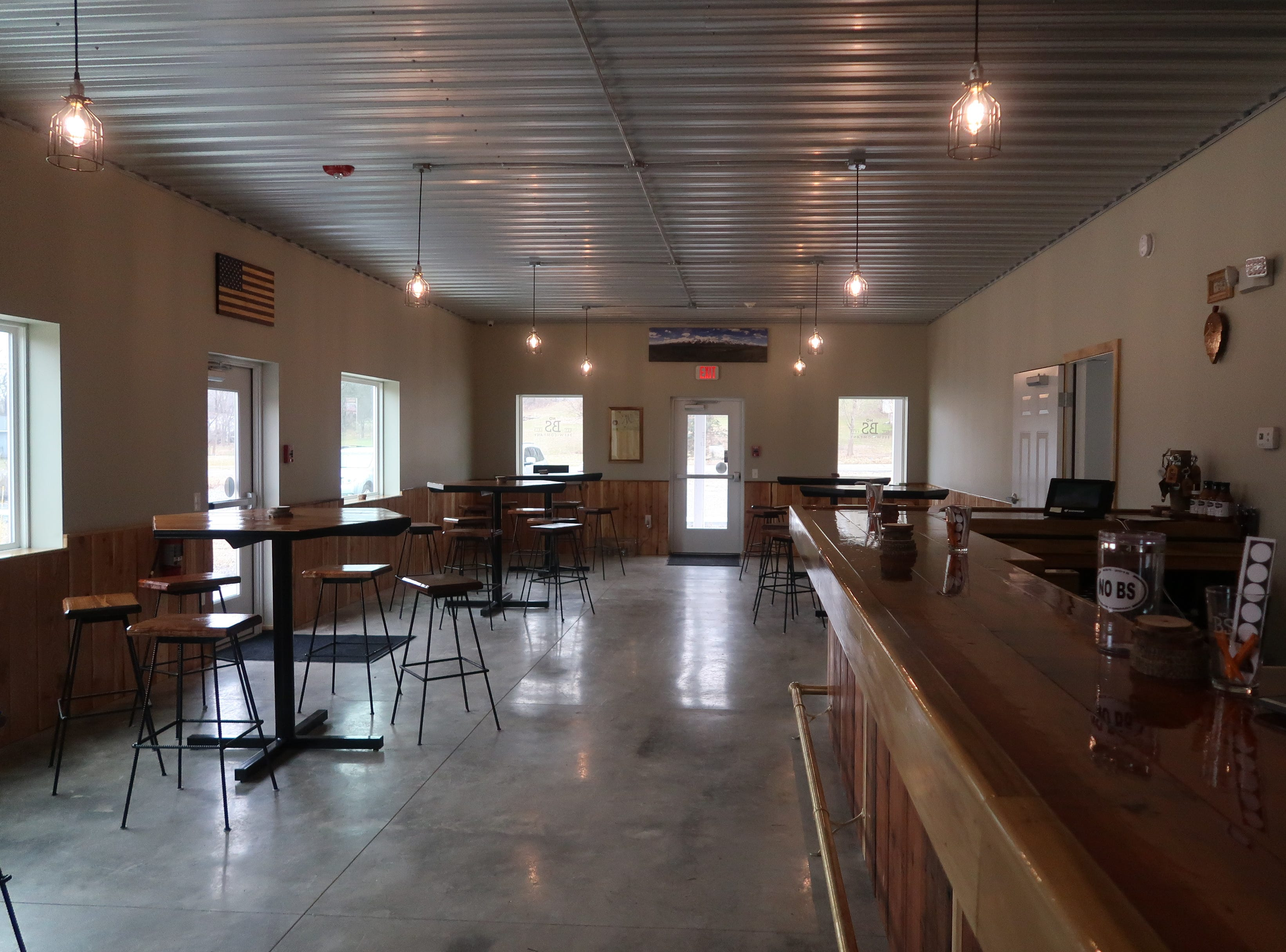 The cozy tasting room at No BS Brew in Livonia.