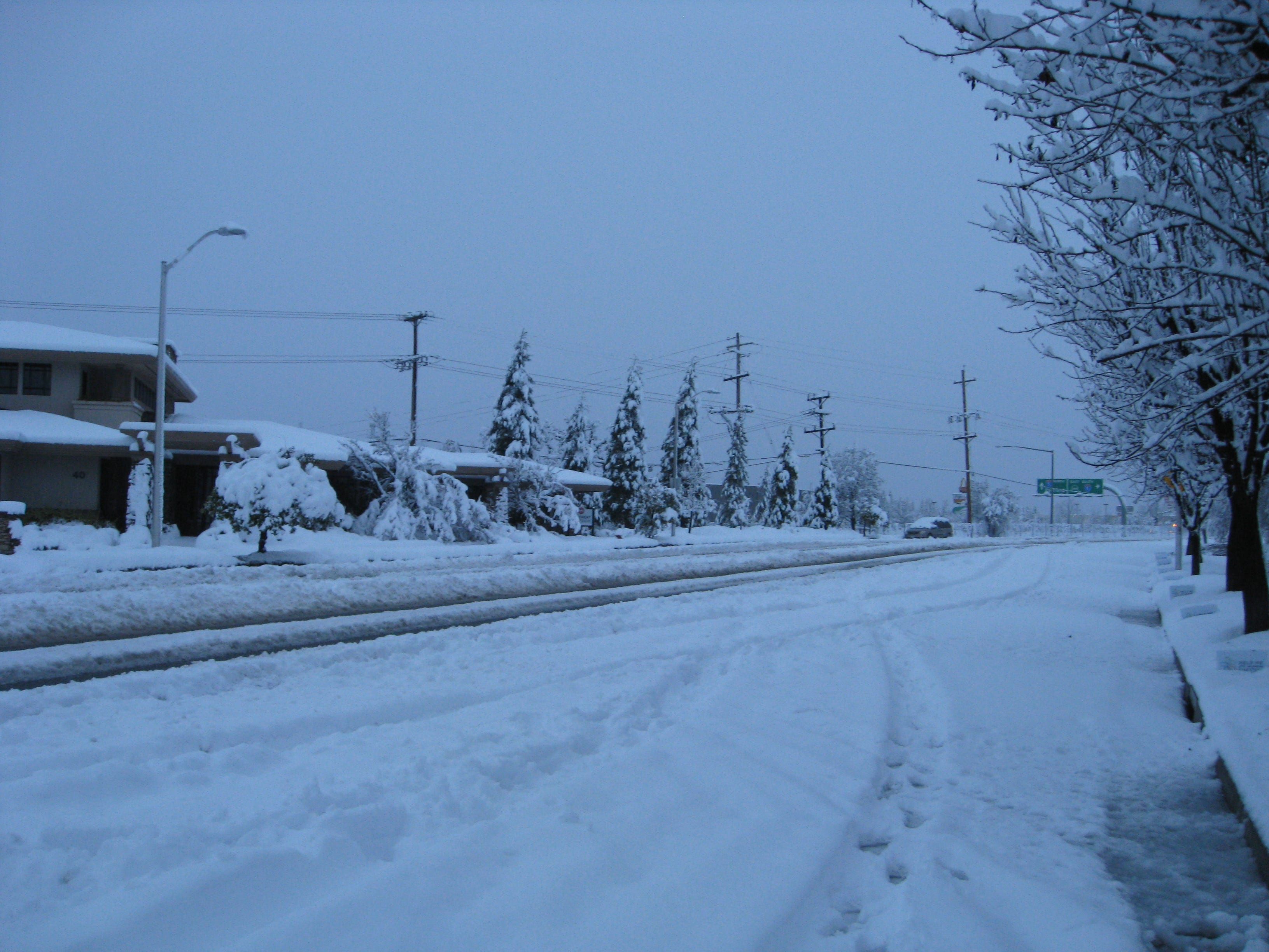 Snow brought down power and stopped traffic on Hilltop Drive Wednesday morning