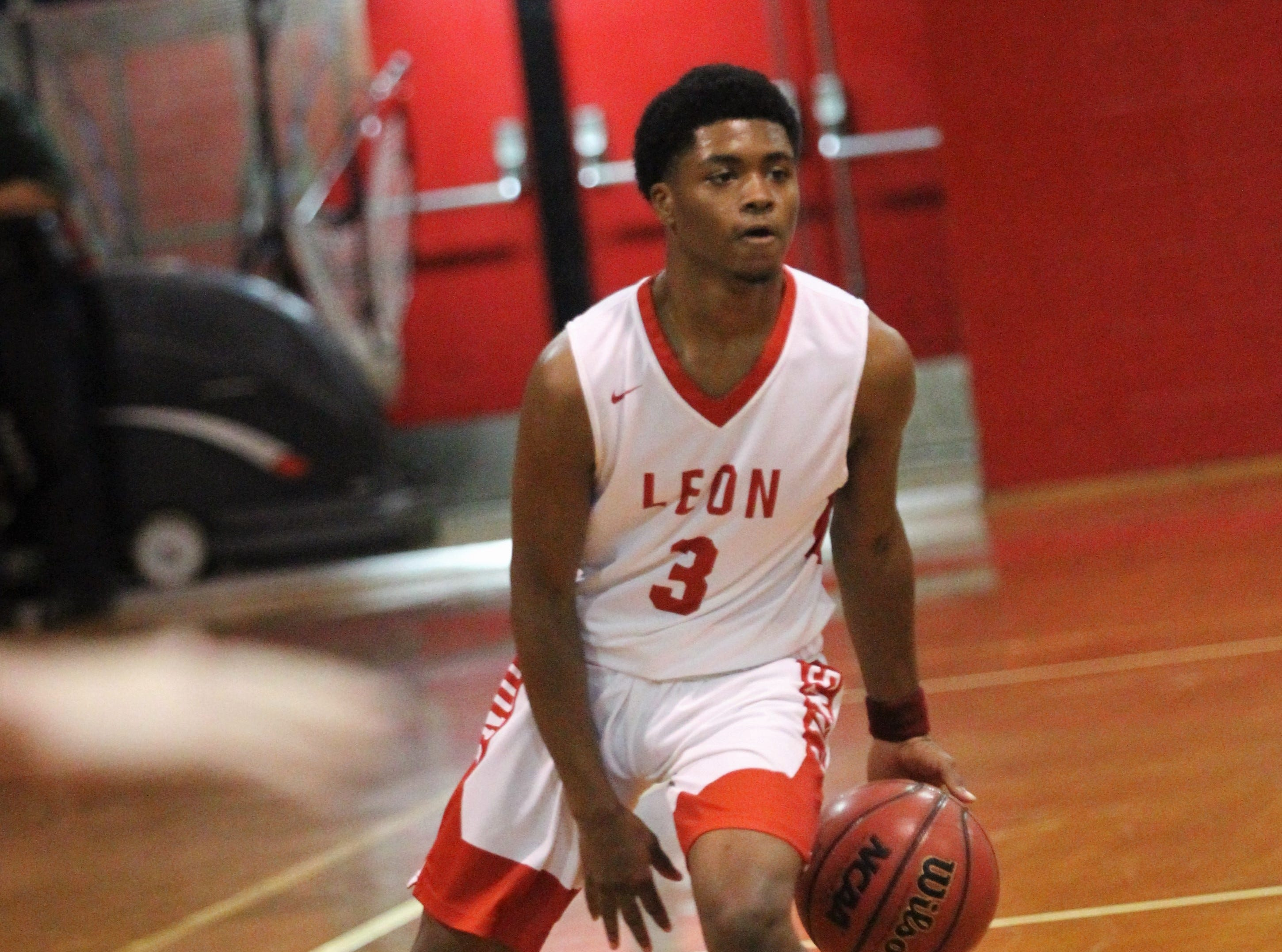 Leon's Vincent Anderson sets up the offense as Chiles' boys basketball team beat Leon 47-34 in a District 2-8A semifinal on Feb. 12, 2019.