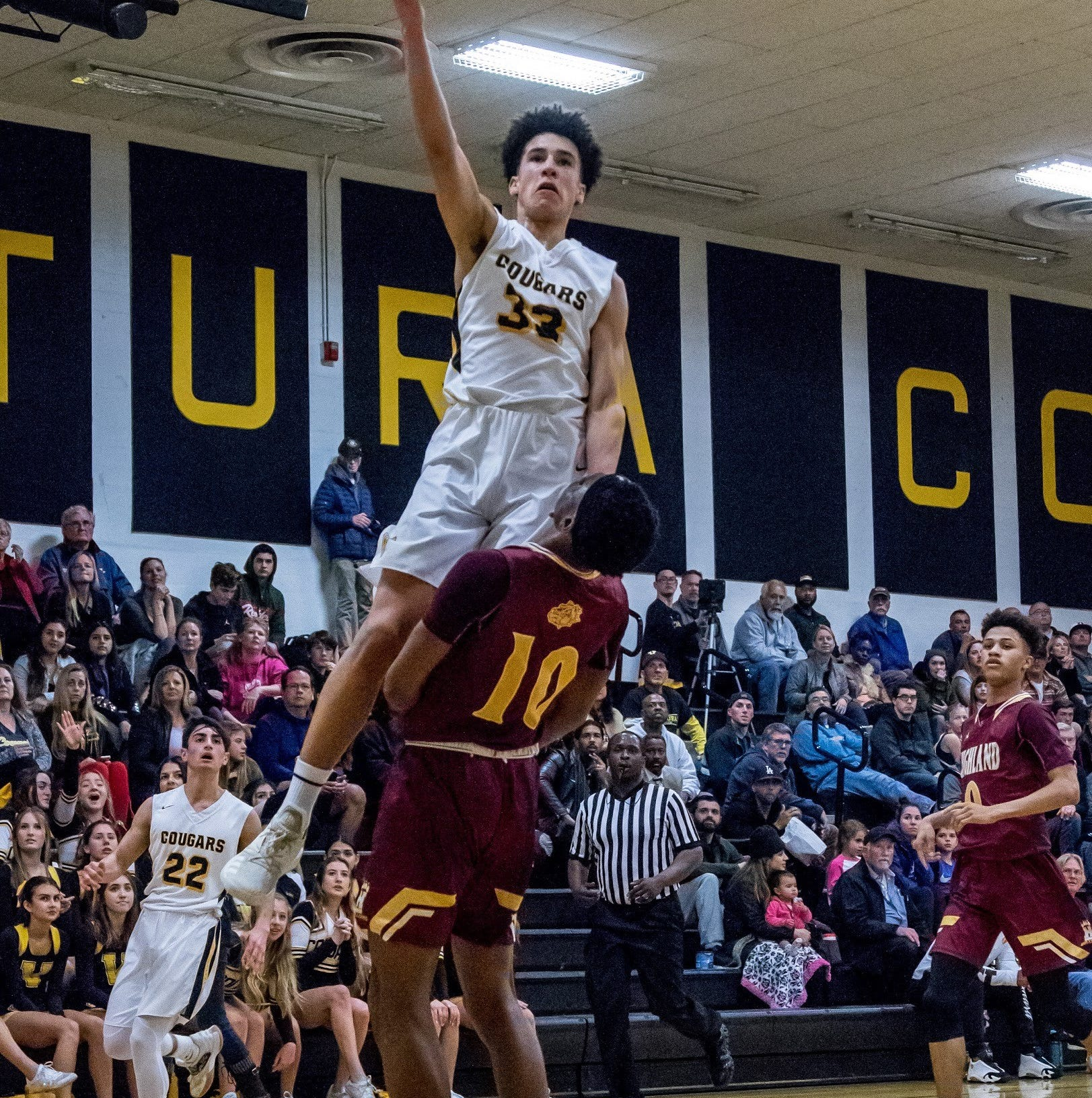 Ventura's season comes to an end in second round of Division 3AA boys basketball playoffs