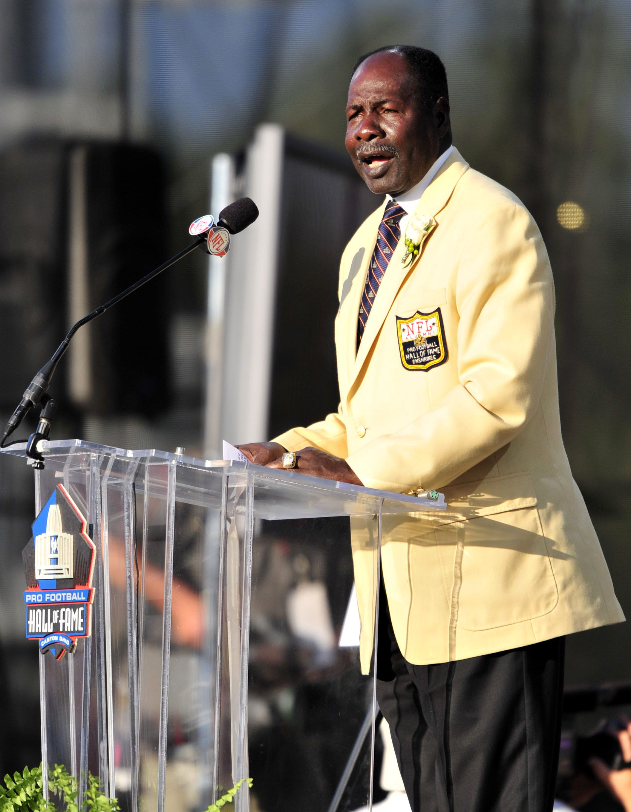 Emmitt Thomas, a Pro Football Hall of Famer, is retiring as Chiefs assistant coach