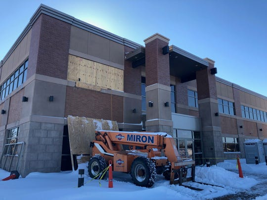 A clinic under construction in Grand Chute will be run by 15 doctors leaving ThedaCare who hope to provide cardiovascular care to thousands of patients in northeast Wisconsin.