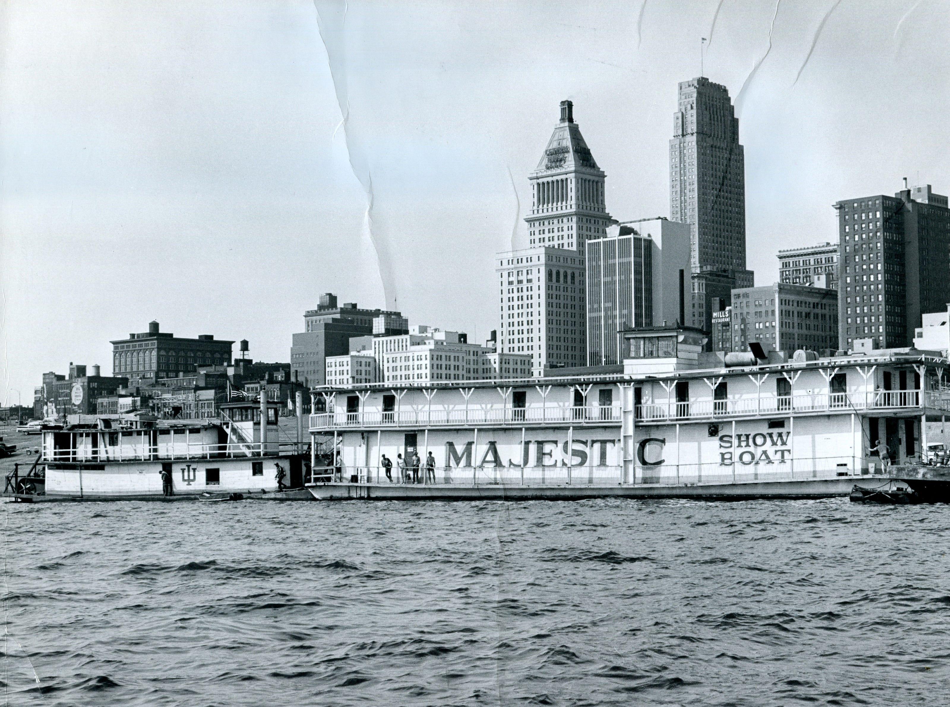 Showboat Majestic at the Cincinnati riverfront October 1967.