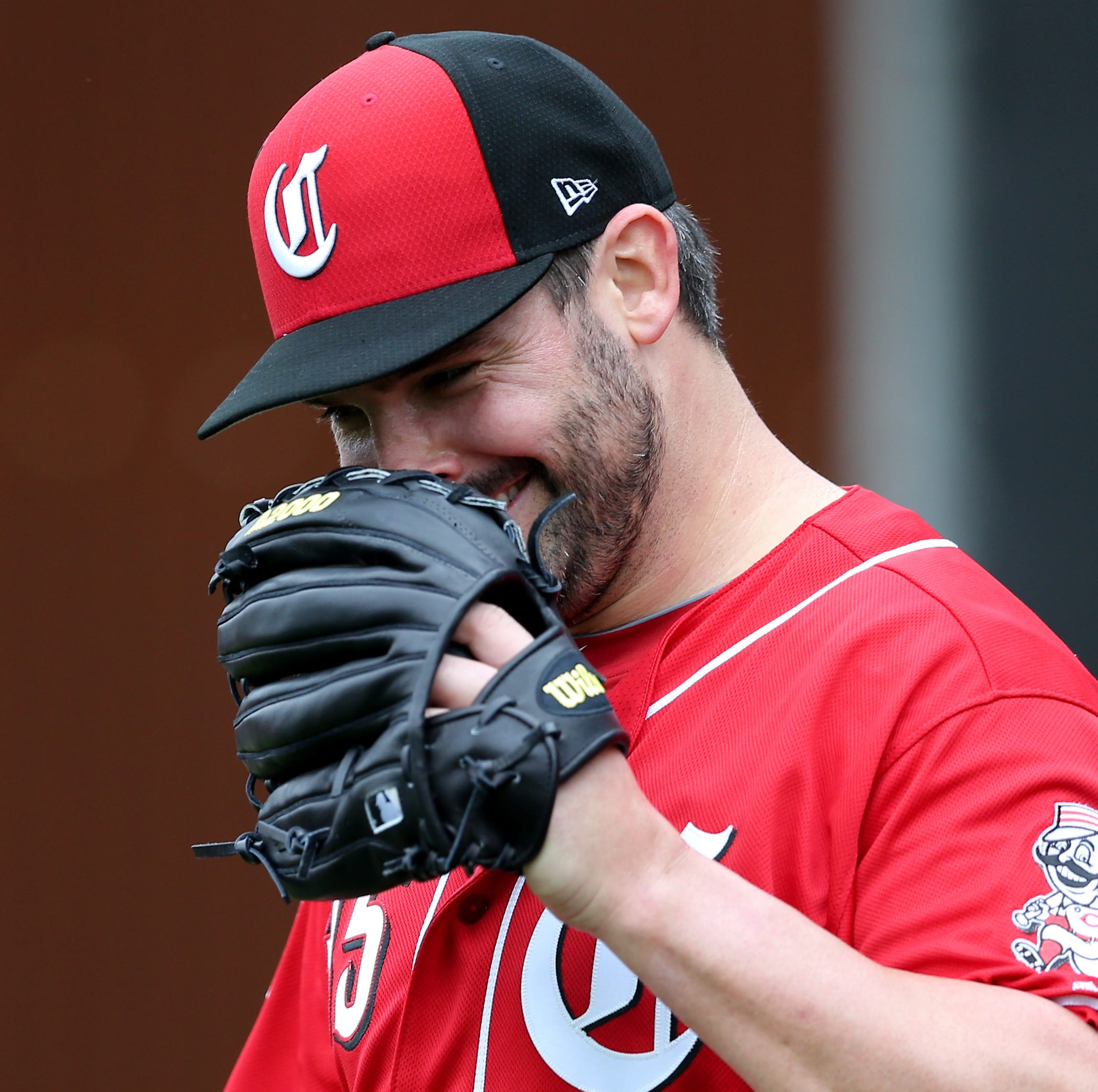 Tanner Roark strikes out 8 in 5 scoreless innings during Cincinnati Reds' 8-1 loss to Los Angeles Dodgers