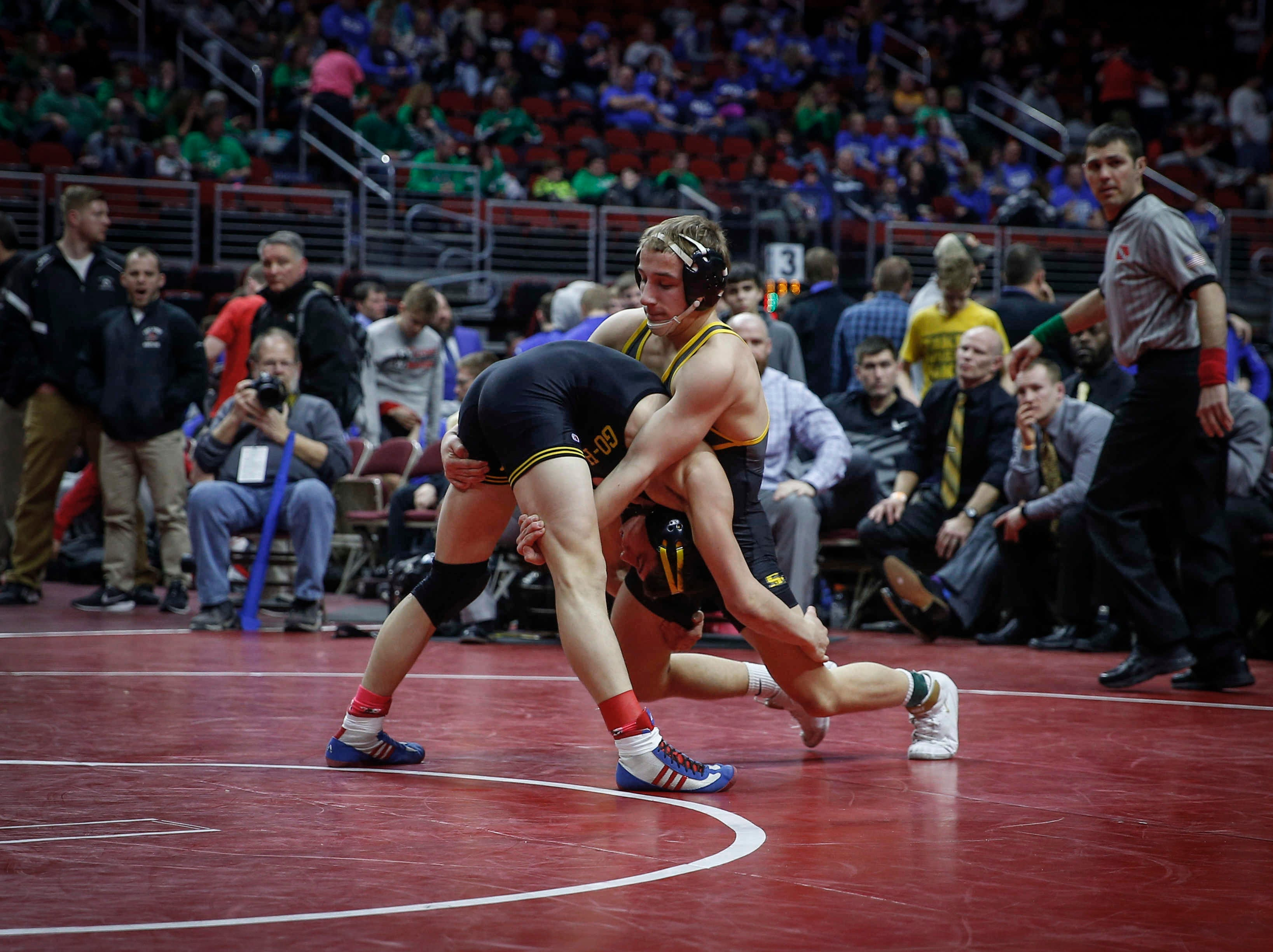 Waverly-Shell Rock's Evan Yant, left, drives in on Southeast Polk's Carson Martinson at 132 pounds during the 2019 Iowa high school dual wrestling state tournament on Wednesday, Feb. 13, 2019, at Wells Fargo Arena in Des Moines.