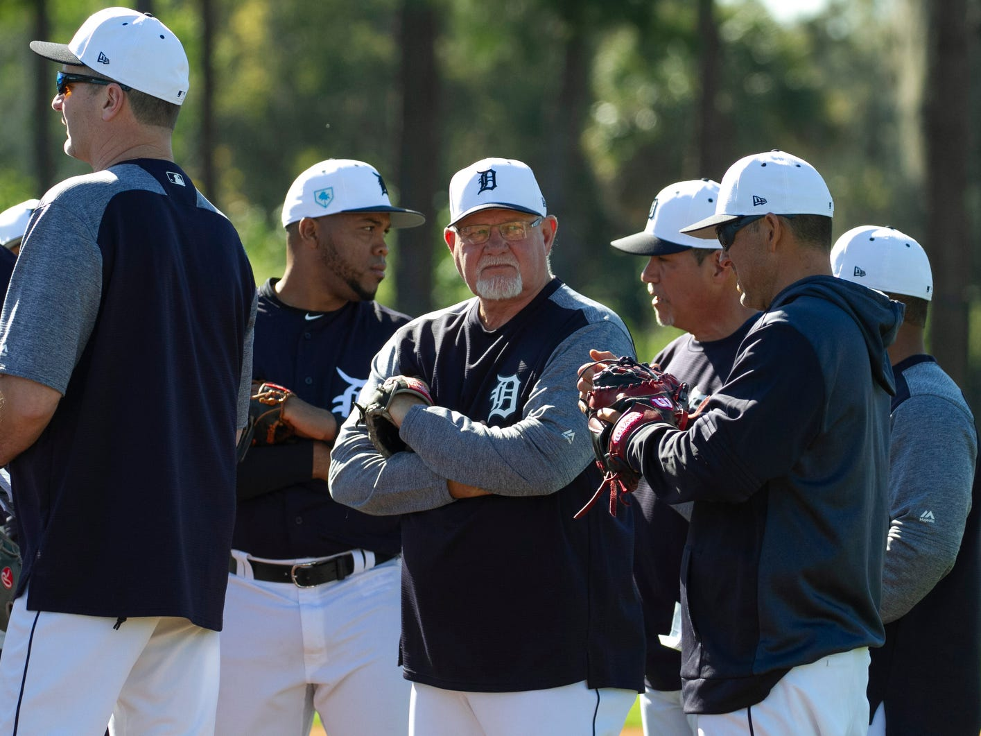 Detroit Tigers Manager Ron Gardenhire talks with his players during spring training practice.