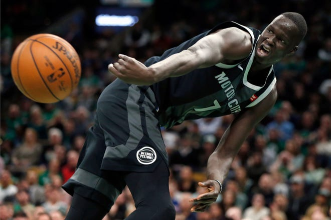 Detroit Pistons' Thon Maker (7) keeps the ball inbounds during the second half.