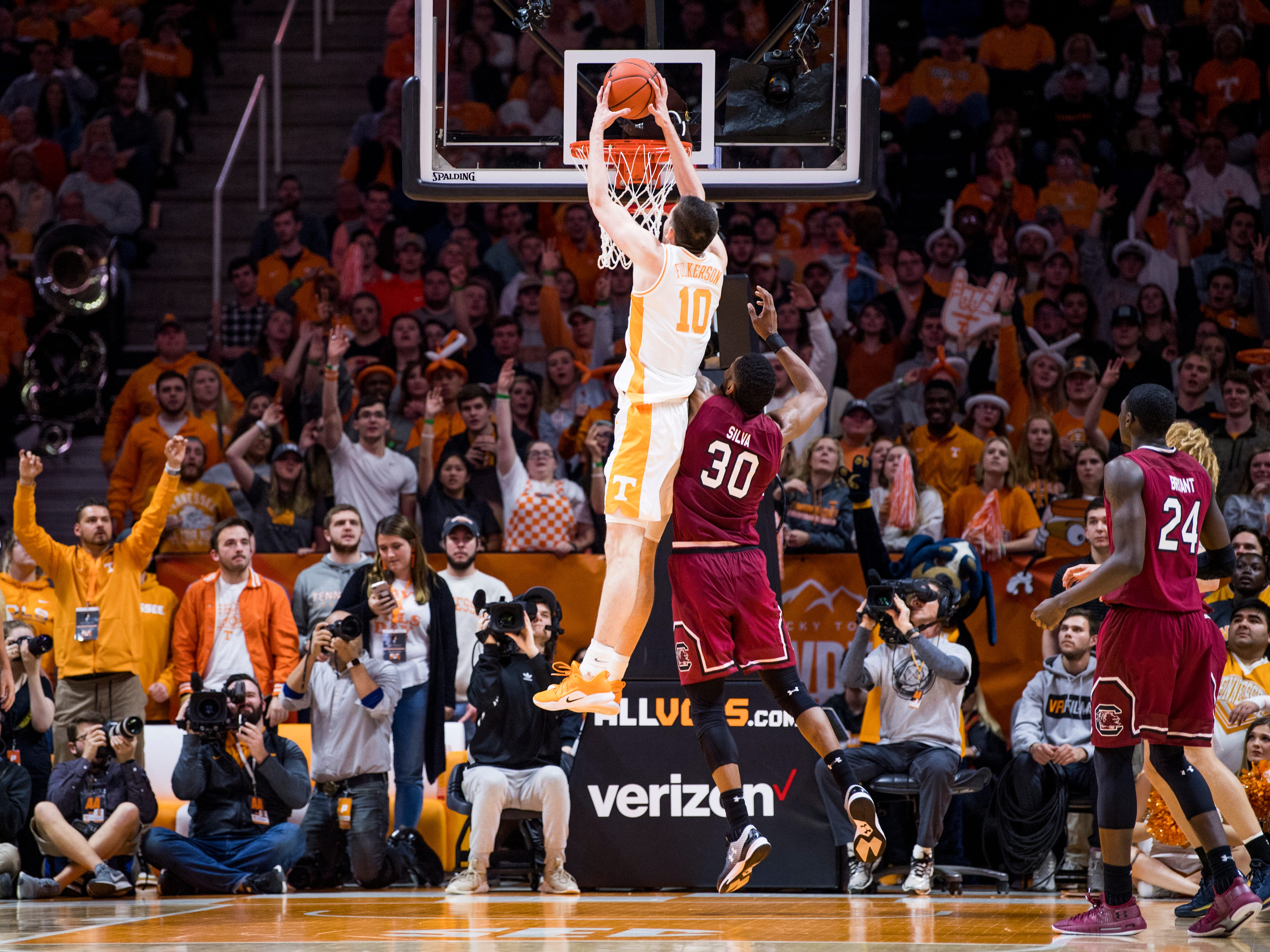 Tennessee forward John Fulkerson (10) dunks during Tennessee's home SEC game against South Carolina at Thompson-Boling Arena in Knoxville on Wednesday, February 13, 2019.