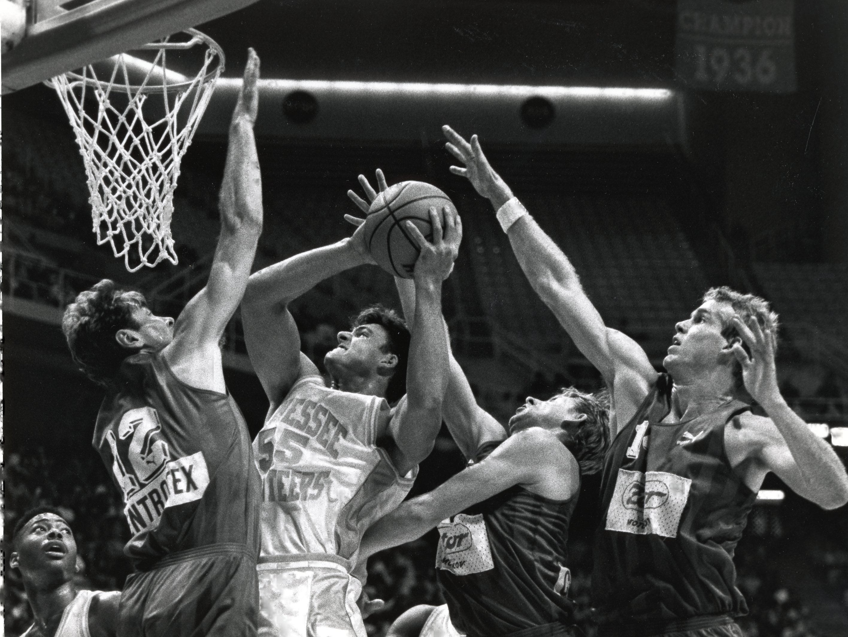 Tennessee's Gannon Goodson (55) goes to the basket against Czechslovakia's Karel Forejt (12) and two other players in November 1991.