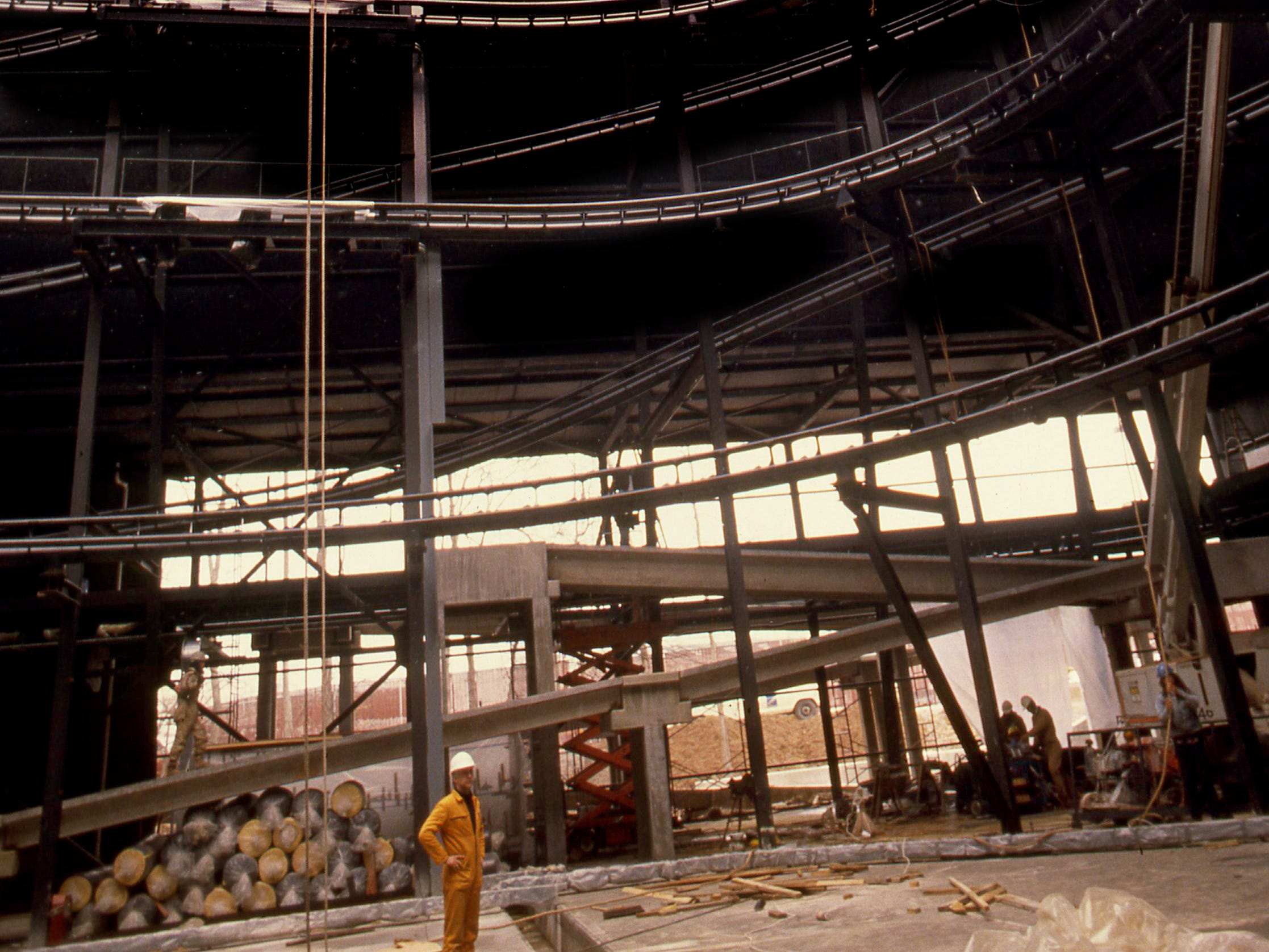 "Workers put the finishing touches on the steelwork of ""Chaos,"" Opryland theme park's new showcase ride for the upcoming 18th season, on Feb. 22, 1989. The $7 million coaster will use sophisticated special effects to add to the ride's impact."