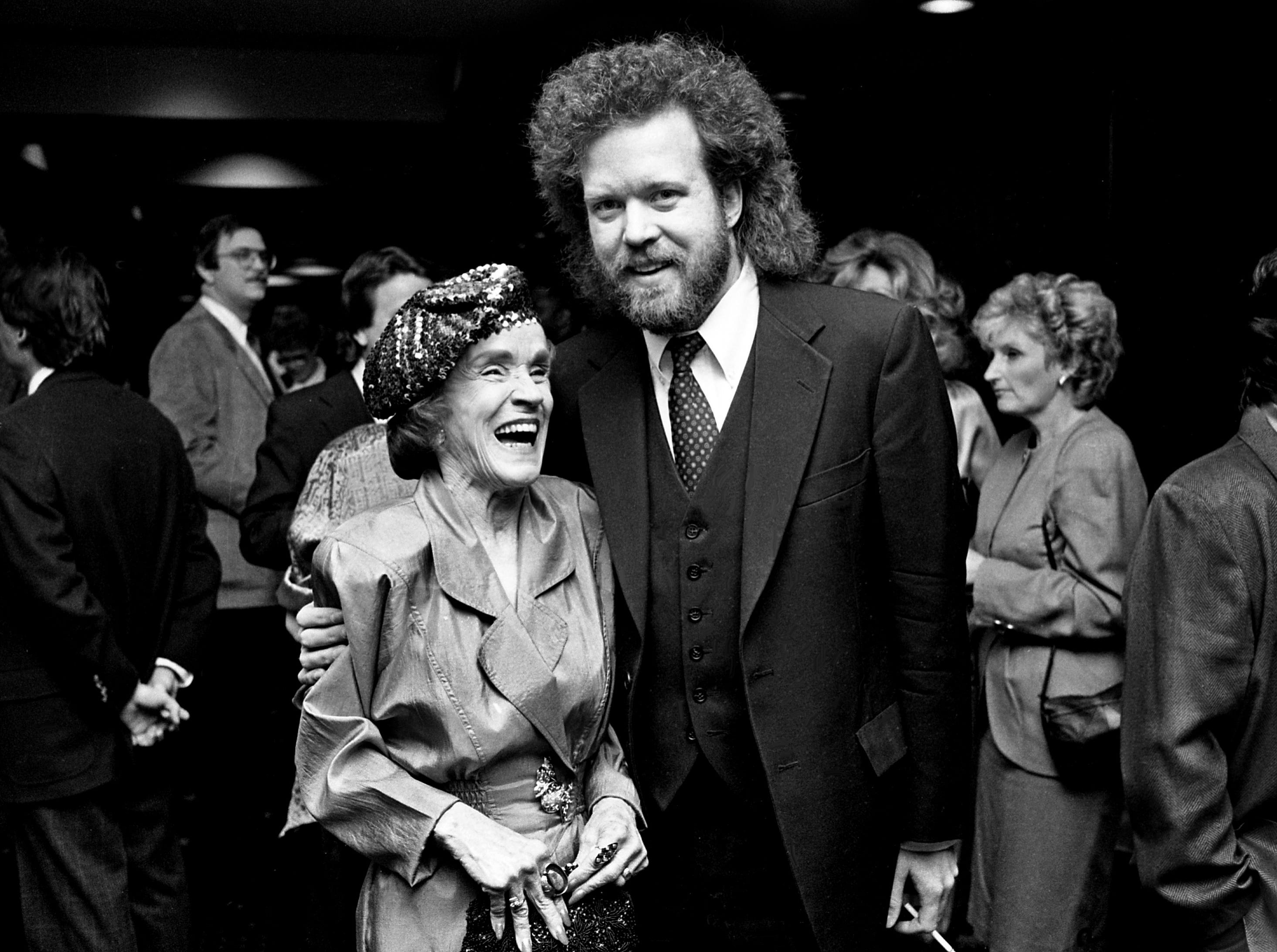 Songwriter Don Schlitz, right, hugs NSAI Executive Director Maggie Cavender before the start of the Nashville Songwriters Association Songwriter Achievement Awards show at Vanderbilt Plaza on Feb. 19, 1989.