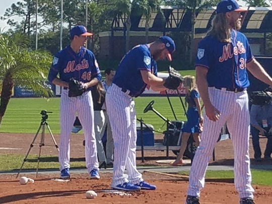 Jacob deGrom (l) readies to throw a pitch Thursday morning.