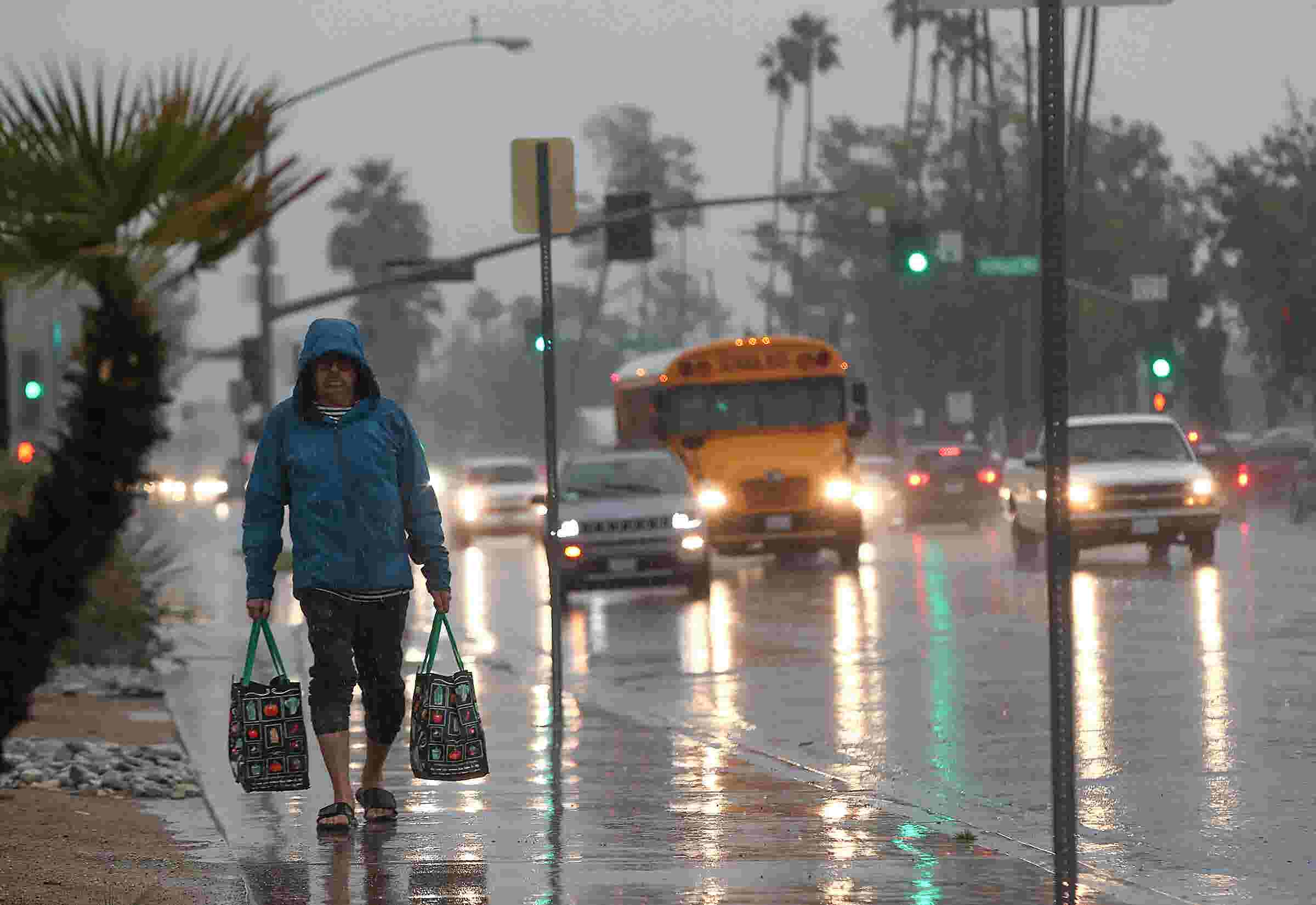 Driving Up Park Street In Rain >> Palm Springs Area Experiences One Of 3 Wettest Days Heavy Rain