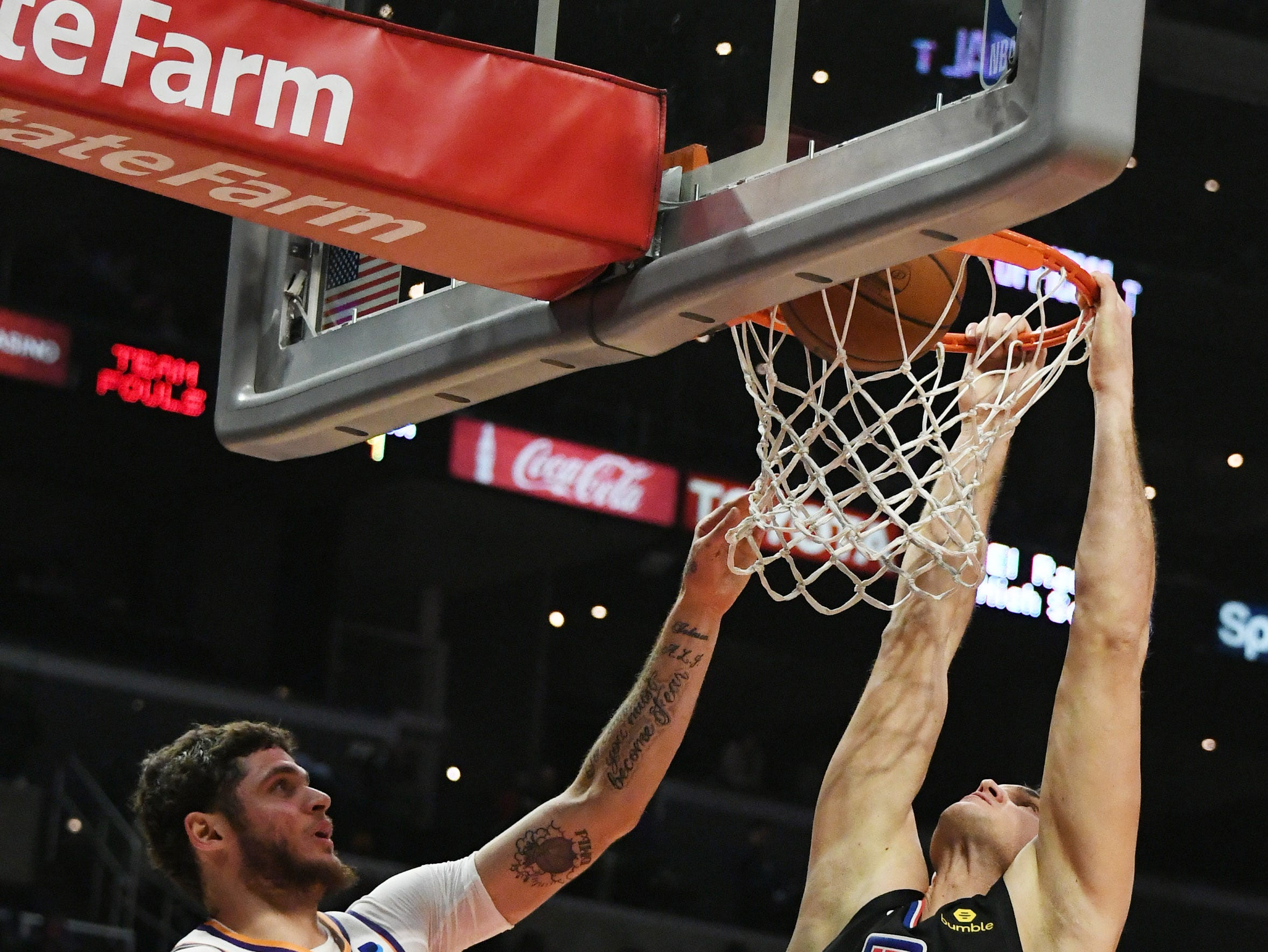 Feb 13, 2019; Los Angeles, CA, USA; LA Clippers forward Danilo Gallinari (8) dunks the ball against the Phoenix Suns in the second half at Staples Center. Mandatory Credit: Richard Mackson-USA TODAY Sports