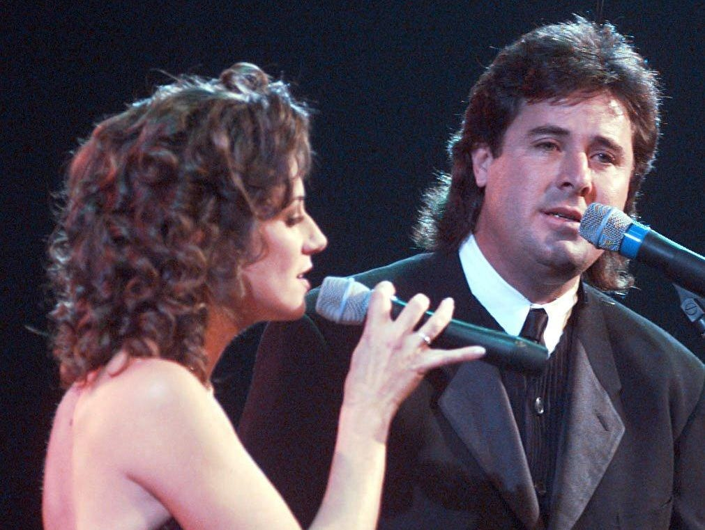 Amy Grant sings with Vince Gill in 1996.