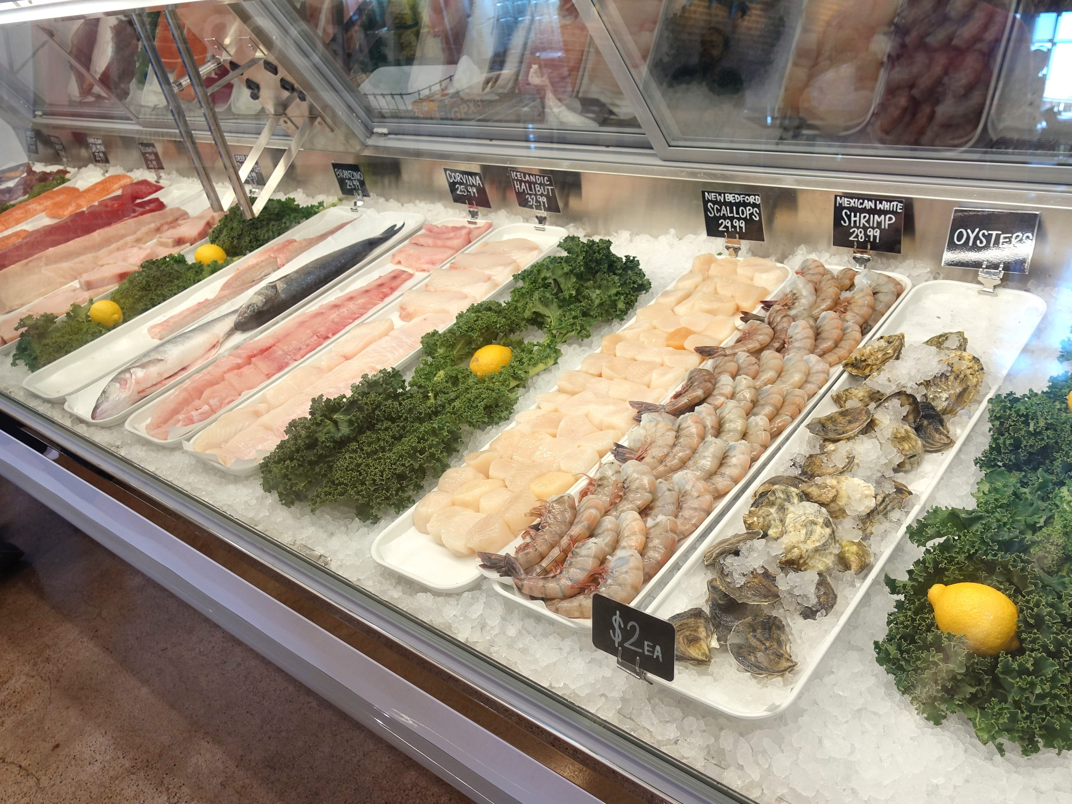 The seafood case at Chula Seafood Uptown in Phoenix.
