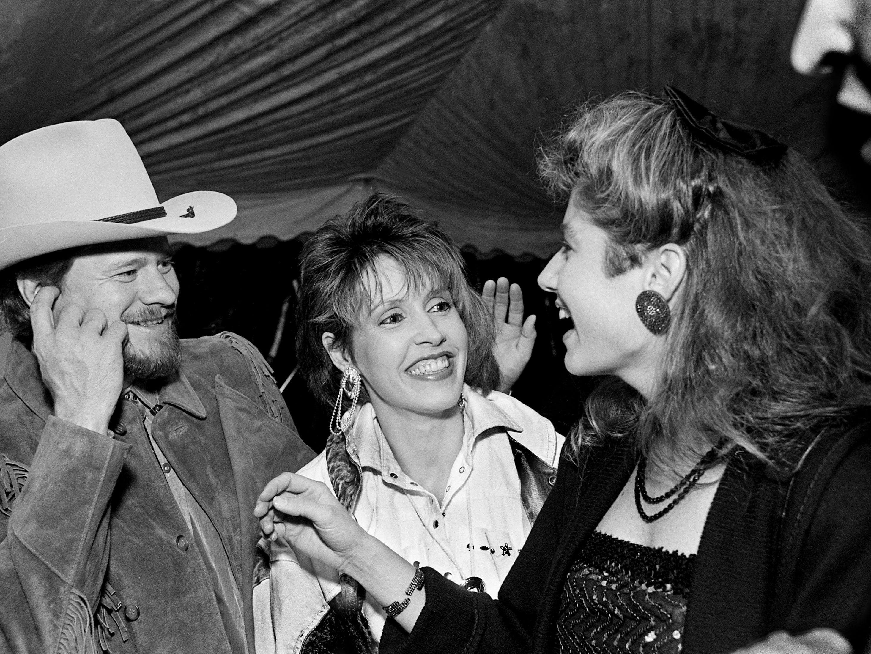 Paul Overstreet, his wife, Julie, and Amy Grant talk during the 35th annual BMI Awards Dinner on Oct. 13, 1987, in Nashville.