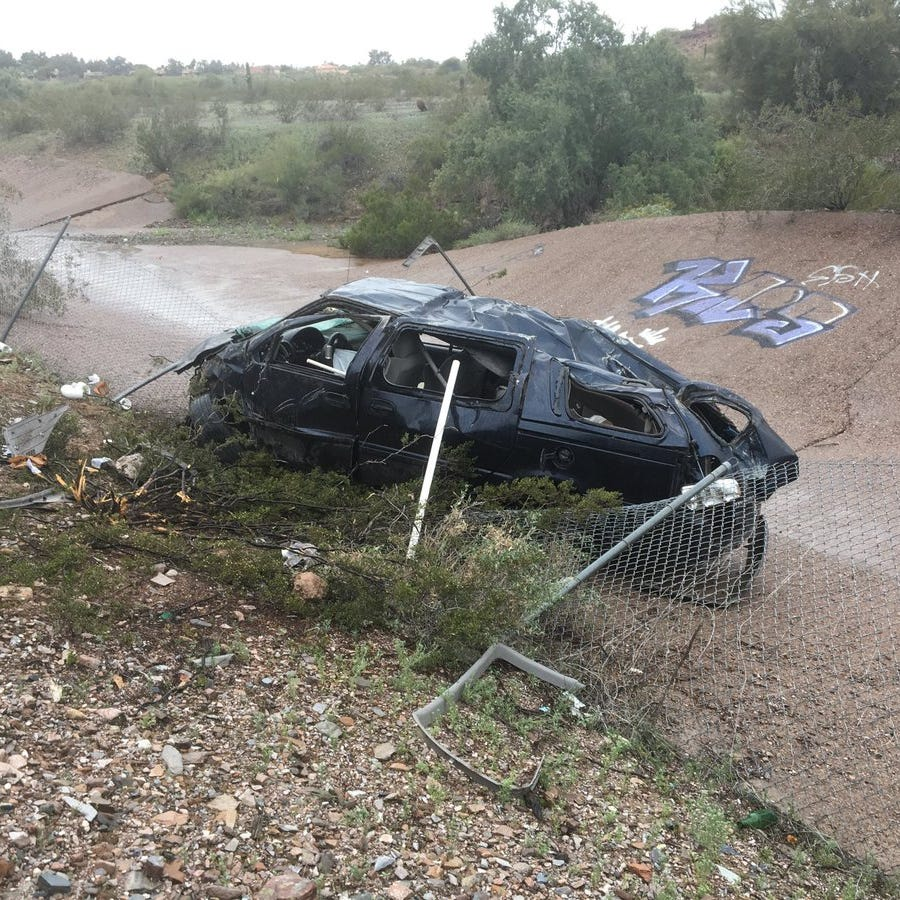 2 hurt in rollover crash at State Route 51 in Phoenix