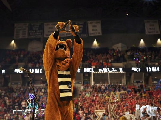 The Nittany Lion signals the diamond to the audience during the 2017 THON dance fundraiser.
