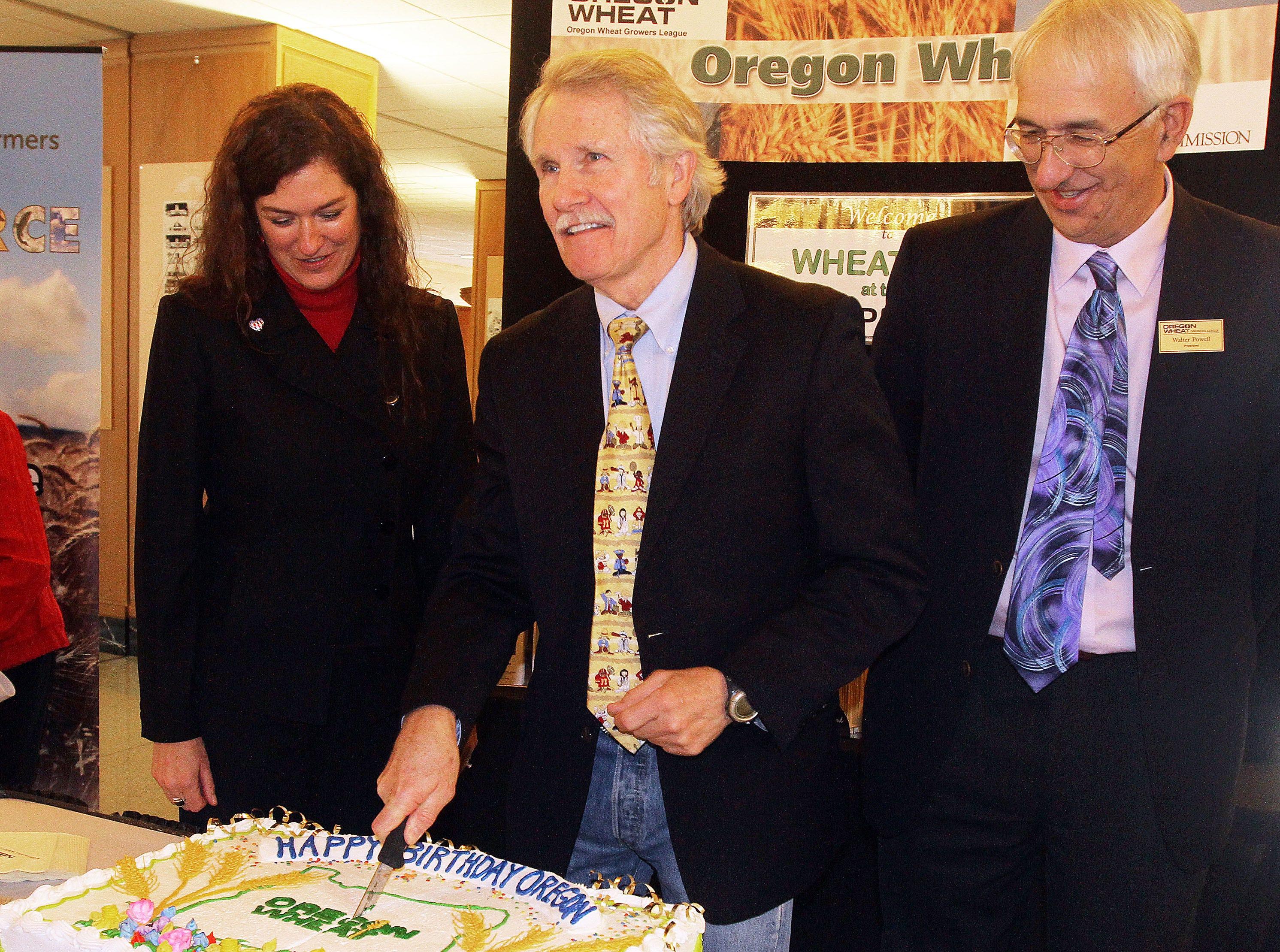 Gov. John Kitzhaber cuts Oregon's 154th birthday cake on Feb. 14, 2013.