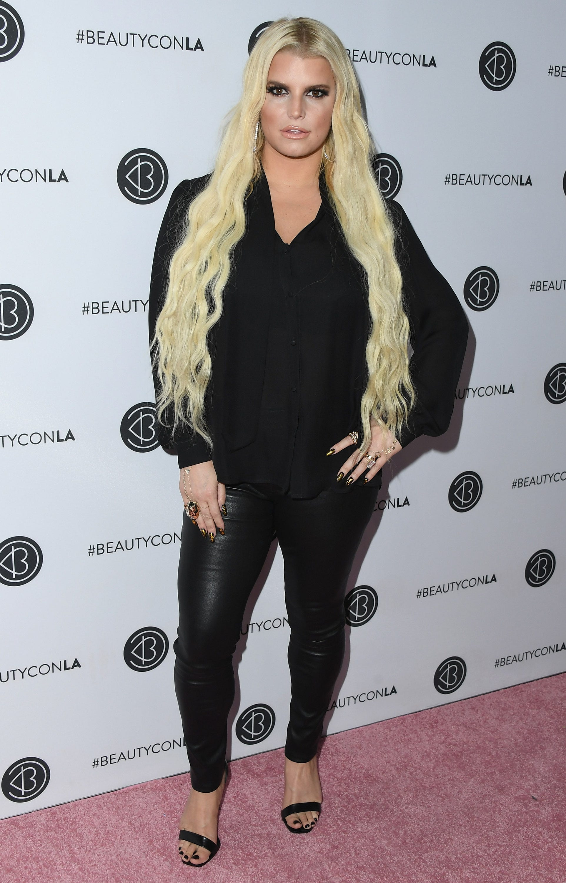 Jessica Simpson warns pregnant moms not to 'lean back on the toilet'