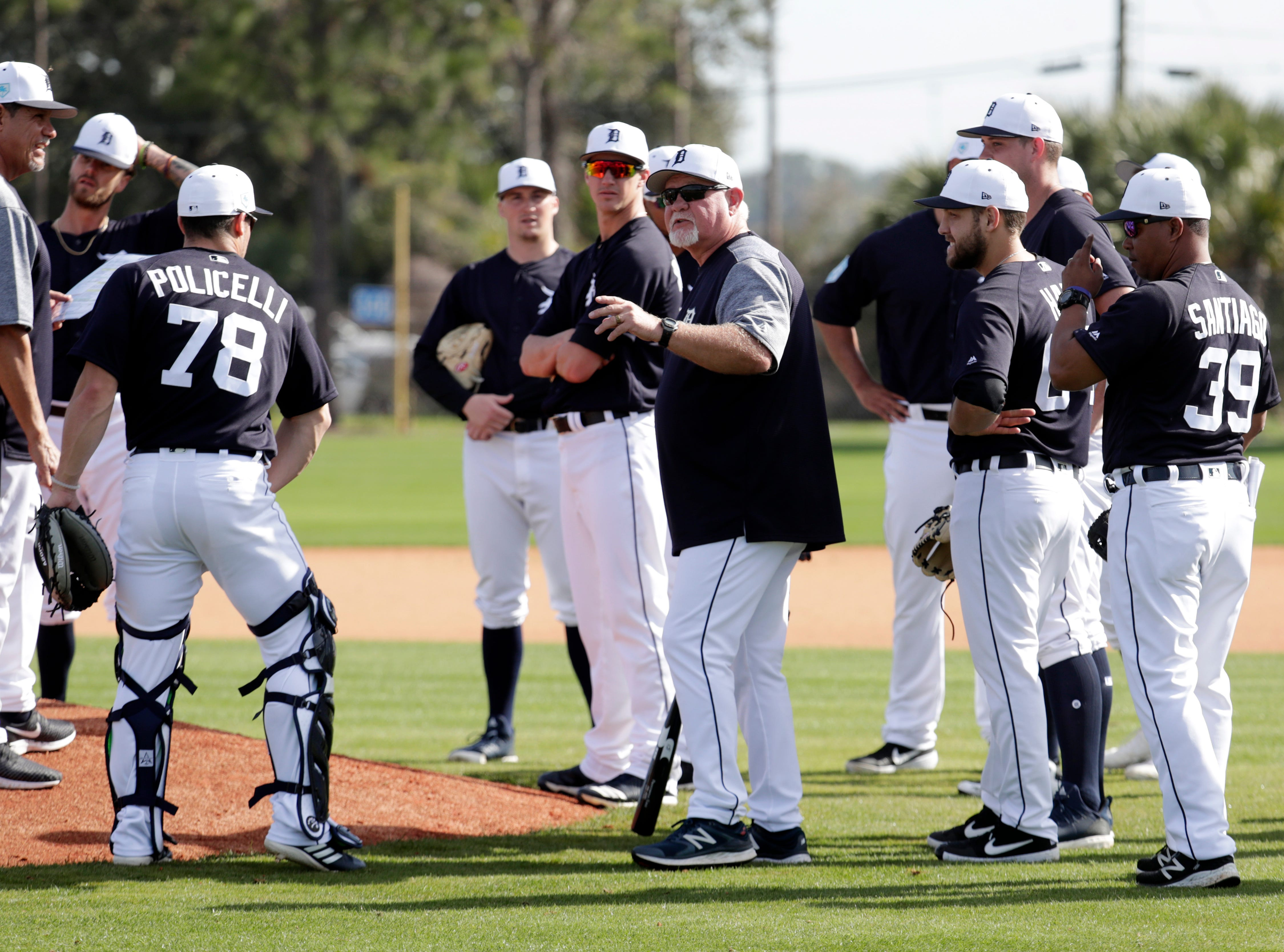 Detroit Tigers manager Ron Gardenhire, center, talks with his players at the Detroit Tigers spring training baseball facility, Friday, Feb. 15, 2019, in Lakeland, Fla.