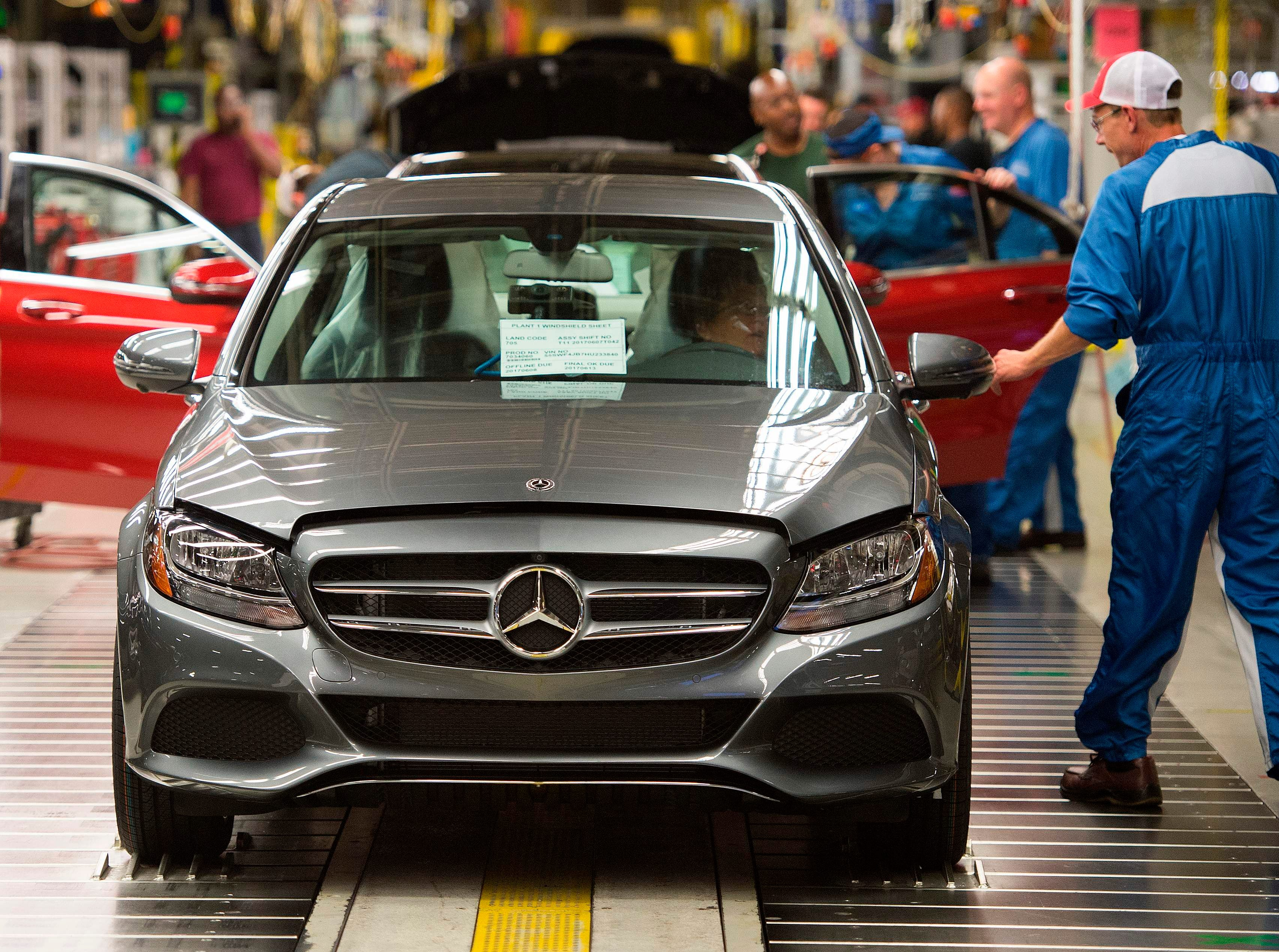 Tariff uncertainty could hurt auto industry more than plant closures in 2019