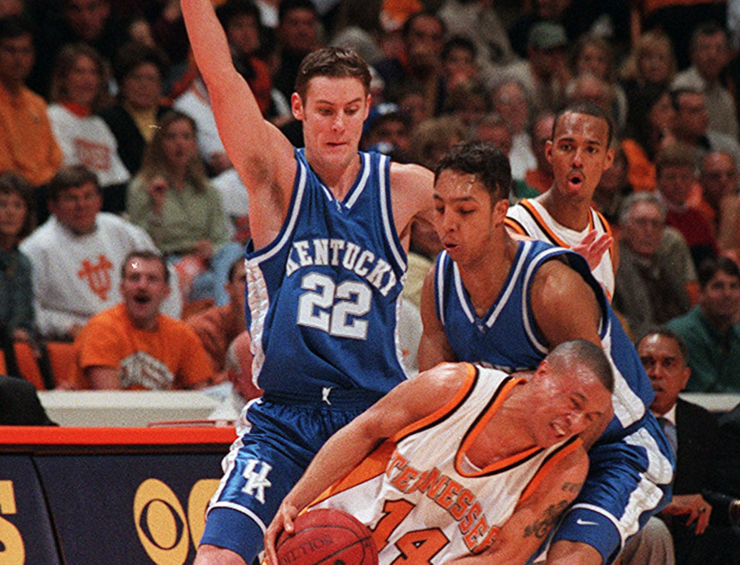 Tennessee's Tony Harris tries to get past Kentucky defenders Ryan Hogan (22) and Saul Smith during a NCAA basketball game Sunday, Feb. 28, 1999, at Thompson-Boling Arena. The Vols beat the No. 13 Wildcats 68-61. Harris's teammate Brandon Wharton looks on.