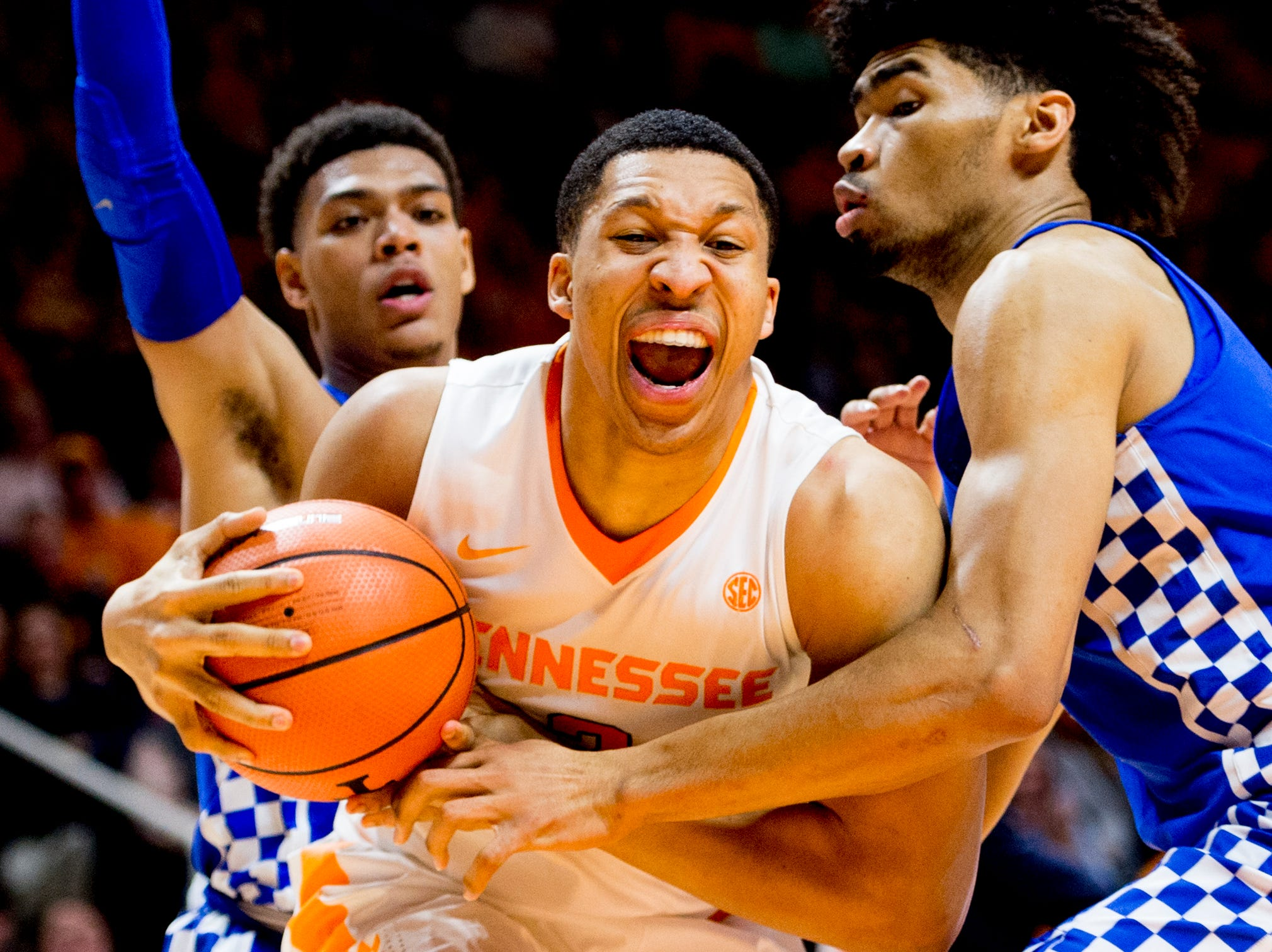 Tennessee forward Grant Williams (2) drives the ball during a game between Tennessee and Kentucky at Thompson-Boling Arena in Knoxville, Tennessee on Saturday, January 6, 2018.