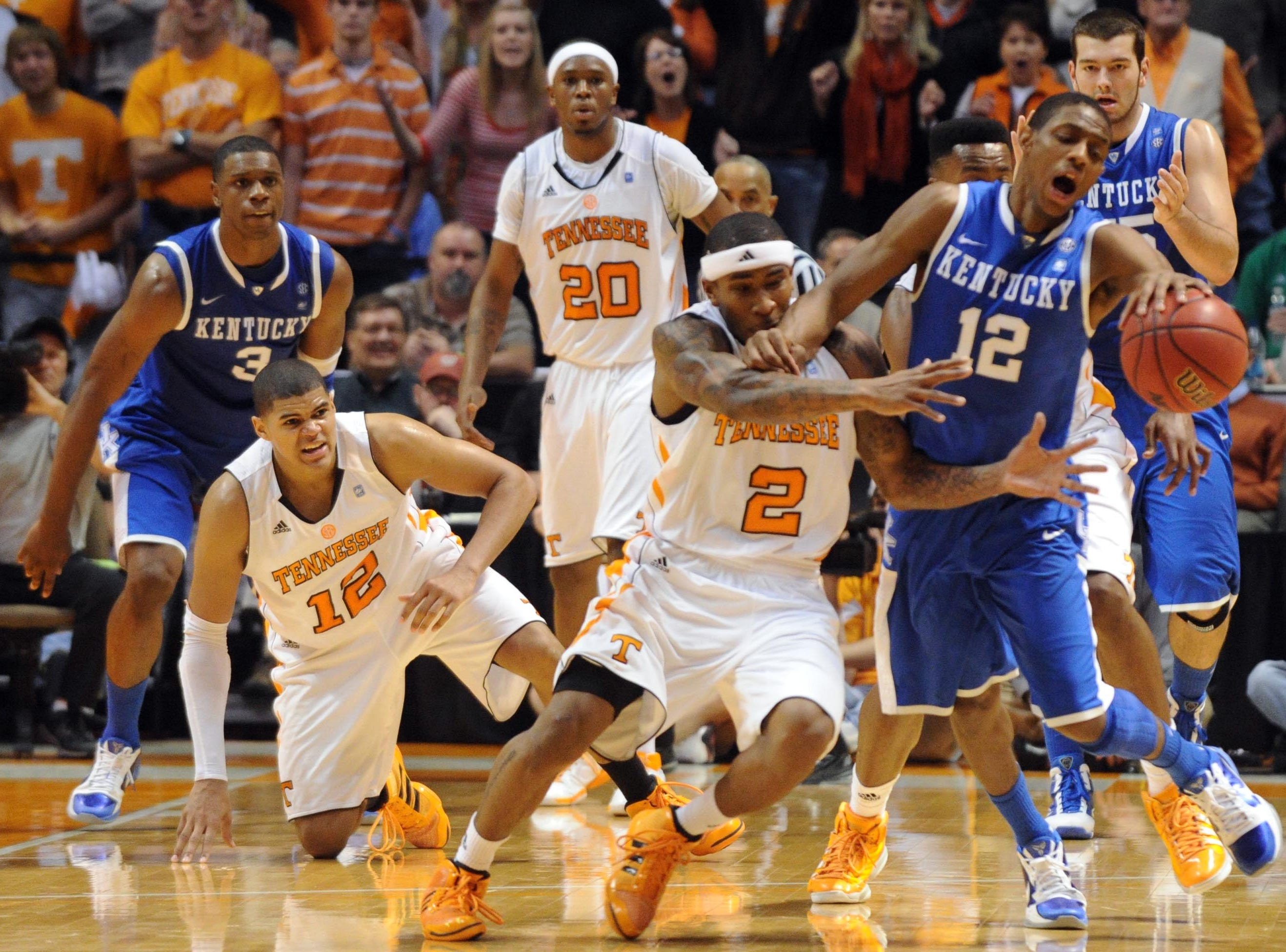 Tennessee's Melvin Goins attempts to steal the ball from Kentucky's Brandon Knight. 