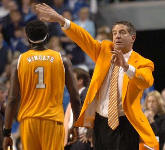 UT head coach Bruce Pearl directs the team against UK Tuesday at Rupp Arena in Lexington, Ky. Tennessee defeated Kentucky 75-67. 2006