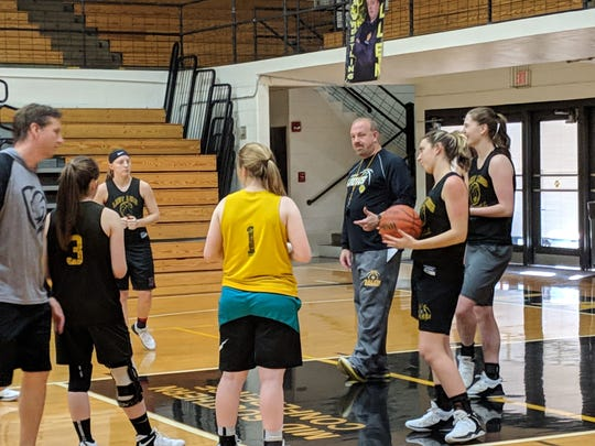 Salem girls basketball coach Jerry Hickey preps his team for Saturday's game.