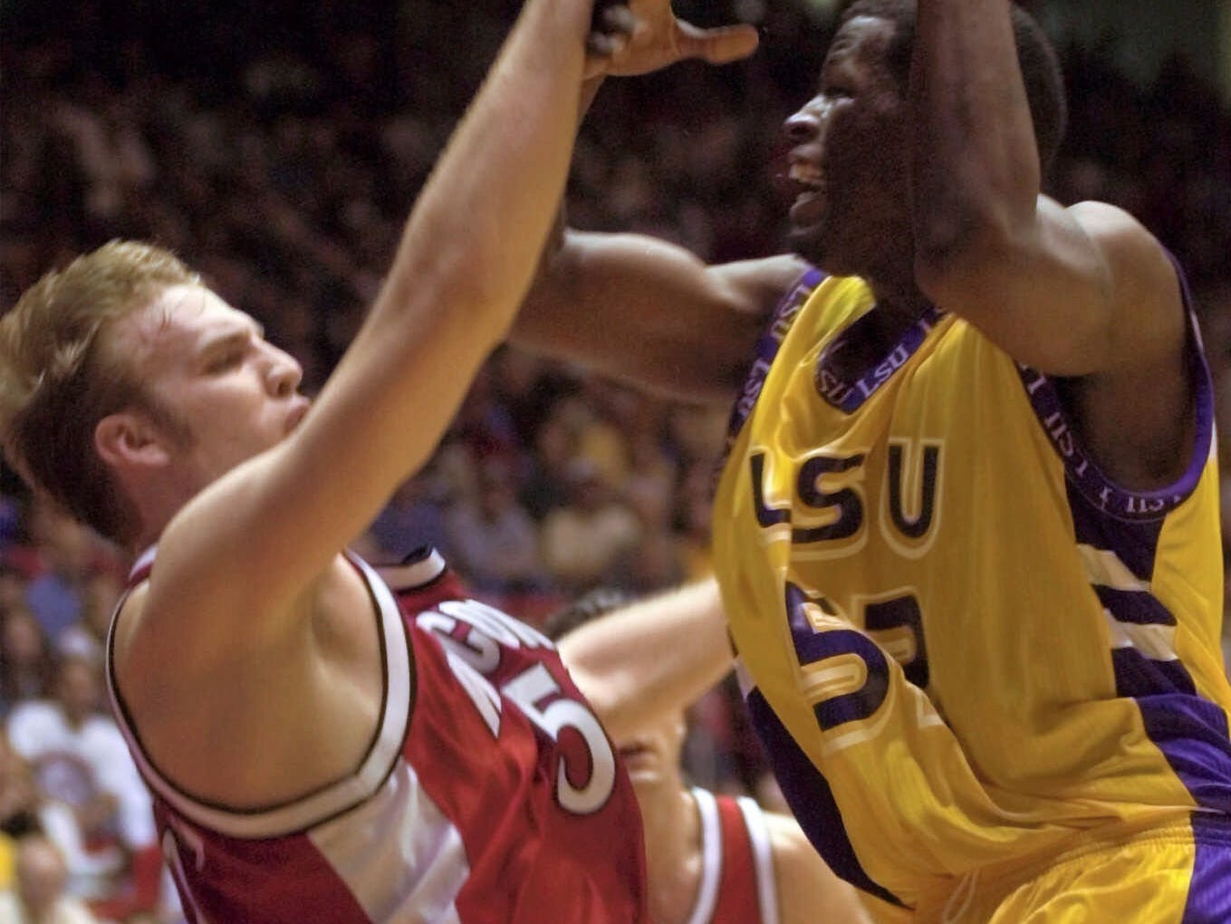 Wisconsin's Mark Vershaw, left, knocks the ball away from LSU's Jabari Smith during the second half of their NCAA West Regional semi-final game Thursday, March 23, 2000, in Albuquerque, N.M.