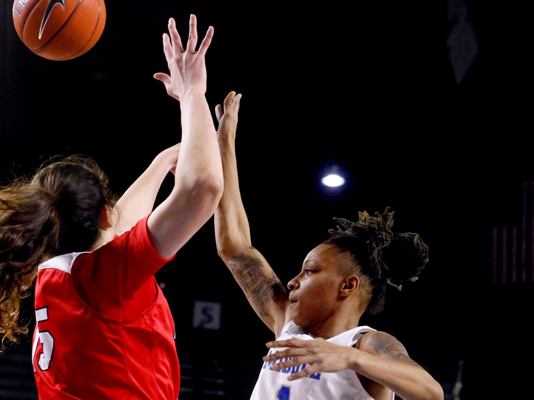 MTSU's guard A'Queen Hayes (1) passes the ball as Western's forward Raneem Elgedawy (15) guards her on Thursday, Feb. 14, 2019.