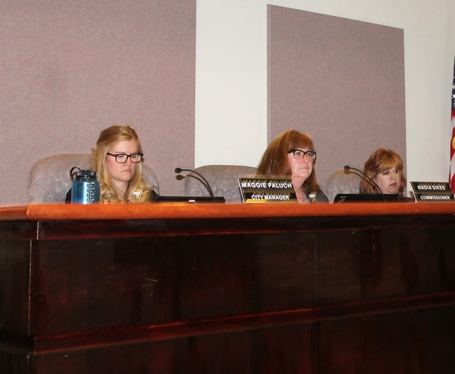 Former Alamogordo City Manager Maggie Paluch, Alamogordo City Commissioner Nadia Sikes and City Commissioner Susan Payne at the regular Alamogordo City Commission meeting Jan. 29.