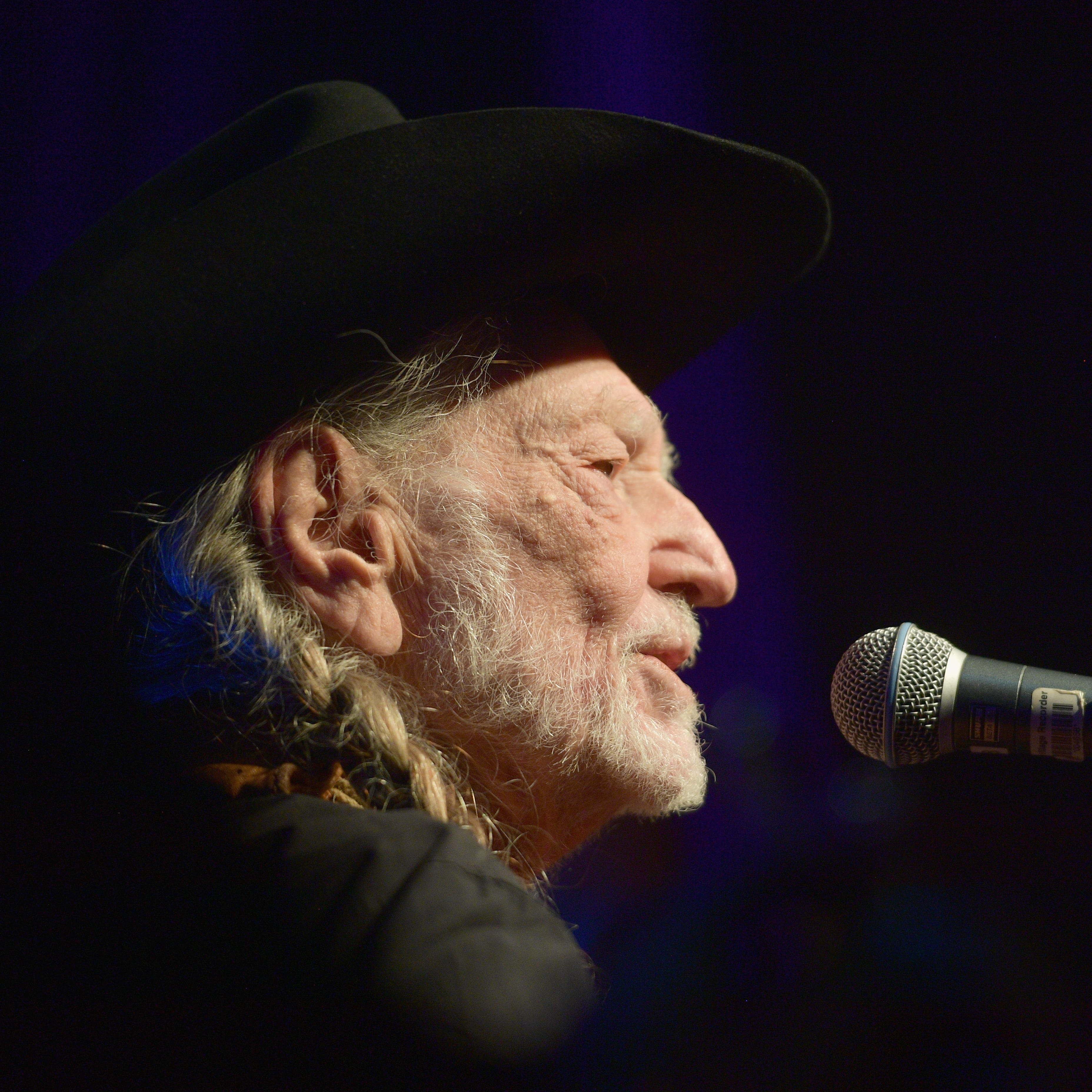 Willie Nelson wows southern New Mexico