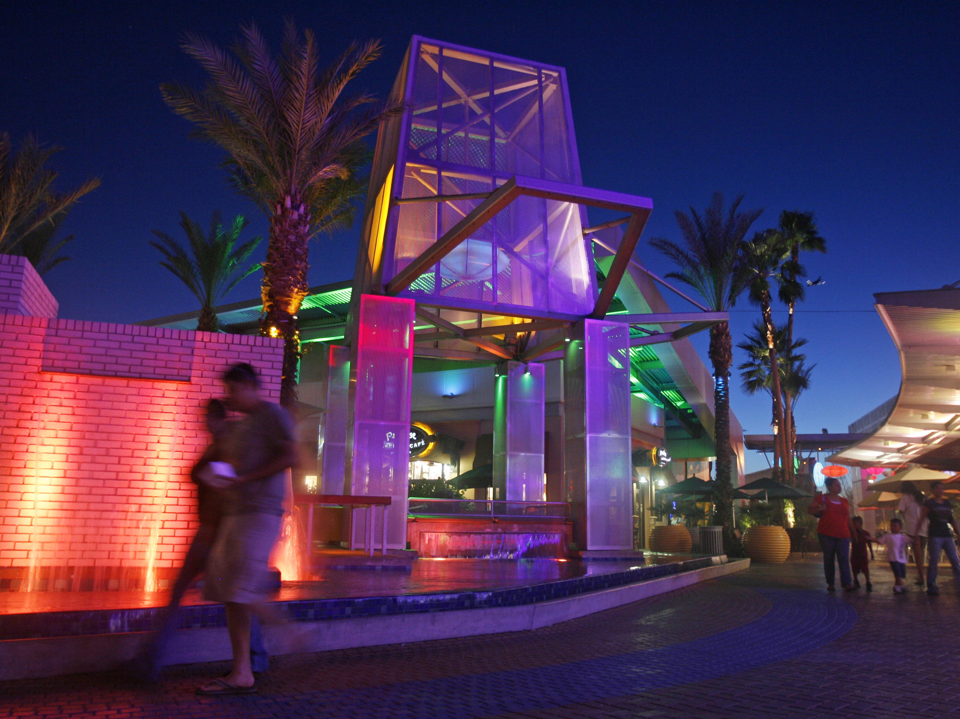 TEMPE MARKETPLACE: Several restaurants are offering spring training deals. A sample:Auntie Anne's (20 percent off your purchase); Bar Louie, Thirsty Lion and California Pizza Kitchen (20 percent off, excluding alcohol); Genghis Grill ($2 Bud Light drafts, $2 well drinks, $2 mimosas); Kabuki (15 percent off, excluding alcohol, sushi party platters or the sushi table);King's Fish House (free appetizer with a $25 purchase):Lucille's Smokehouse BBQ ($5 off a $20 purchase); Mojo Yogurt (25 percent off); Portillo's (buy one sandwich with a side and drink, get a free sandwich); The Keg Steakhouse + Bar (buyoneentree, get one free through March 31); Yogis Grill (get a free egg roll or sushi appetizer).