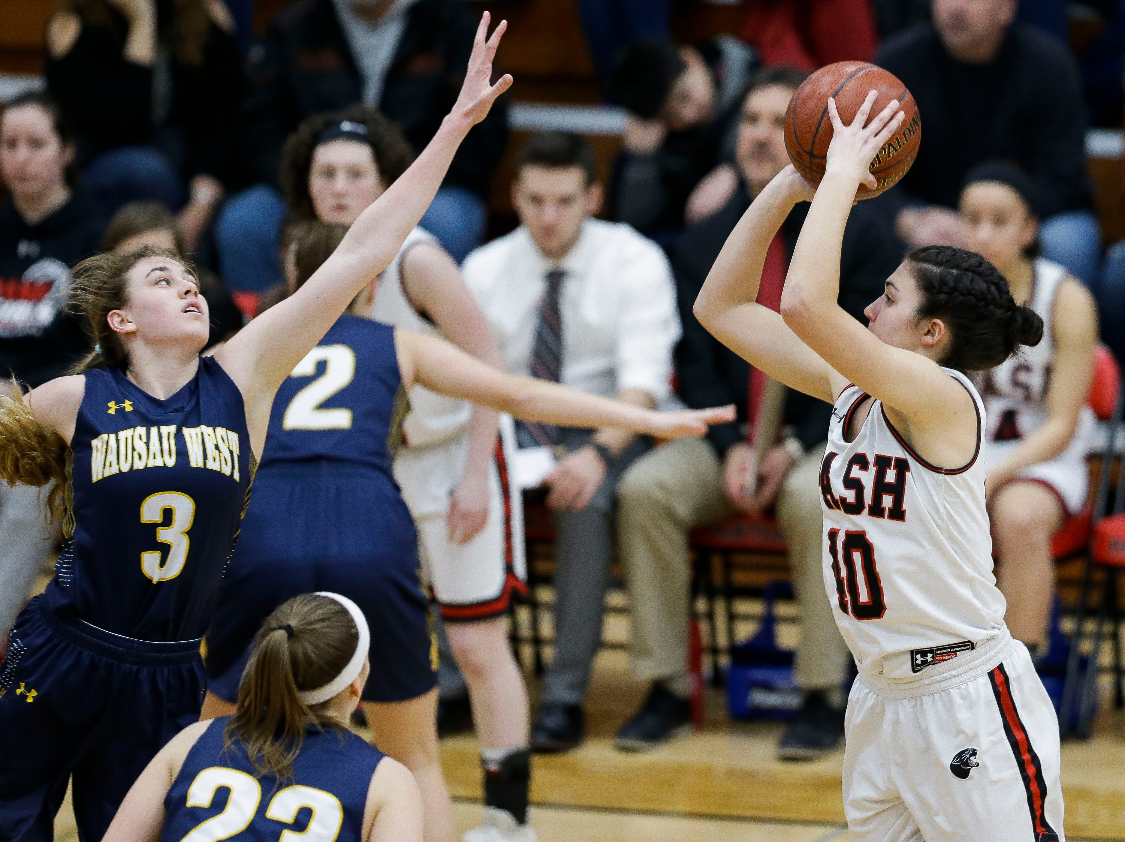 SPASH's Leah Earnest (40) shoots a 3-pointer against Wausau West on Thursday, February 14, 2019, at SPASH in Stevens Point, Wis.Tork Mason/USA TODAY NETWORK-Wisconsin