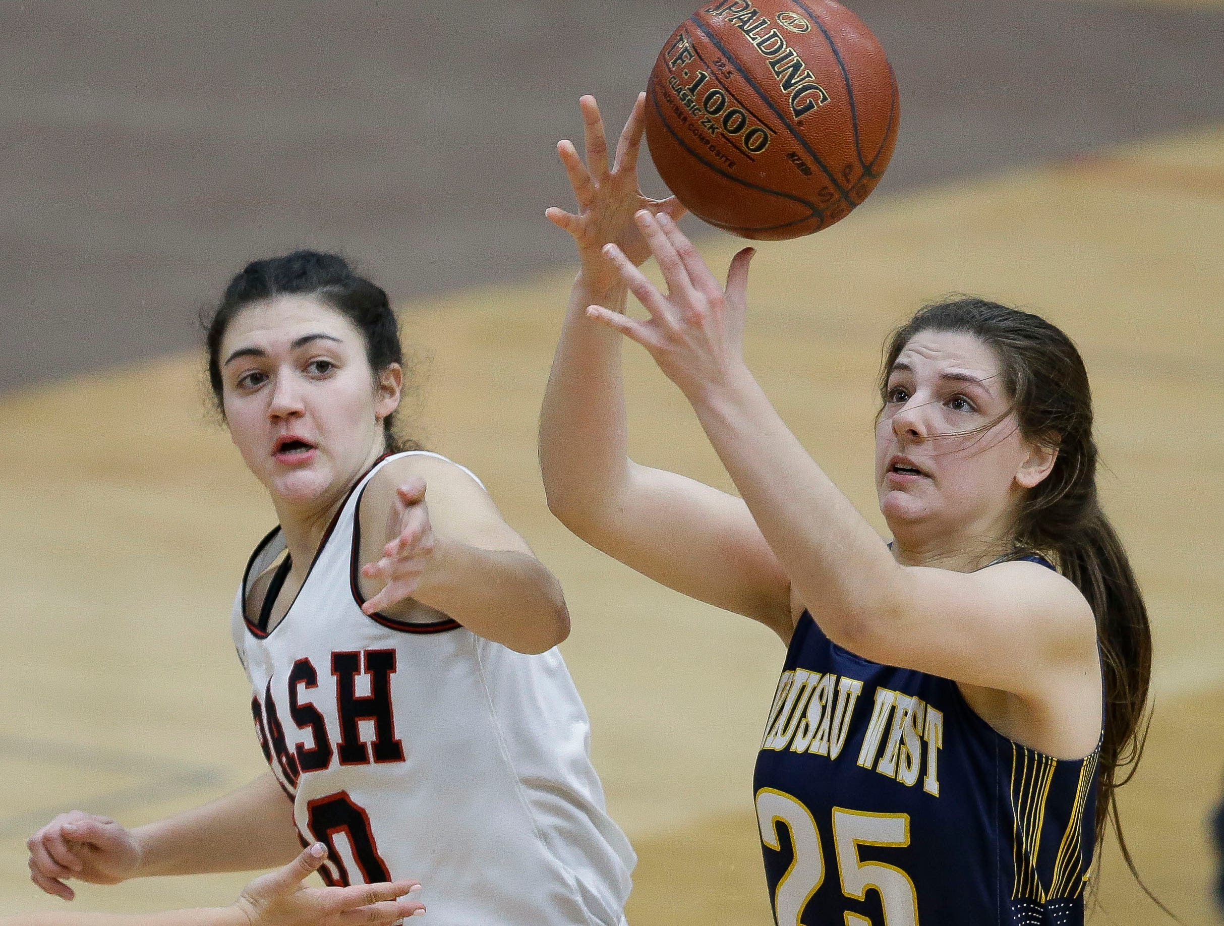 SPASH's Leah Earnest (40) and Wausau West's Tess Hauer (25) fight for a rebound on Thursday, February 14, 2019, at SPASH in Stevens Point, Wis.Tork Mason/USA TODAY NETWORK-Wisconsin