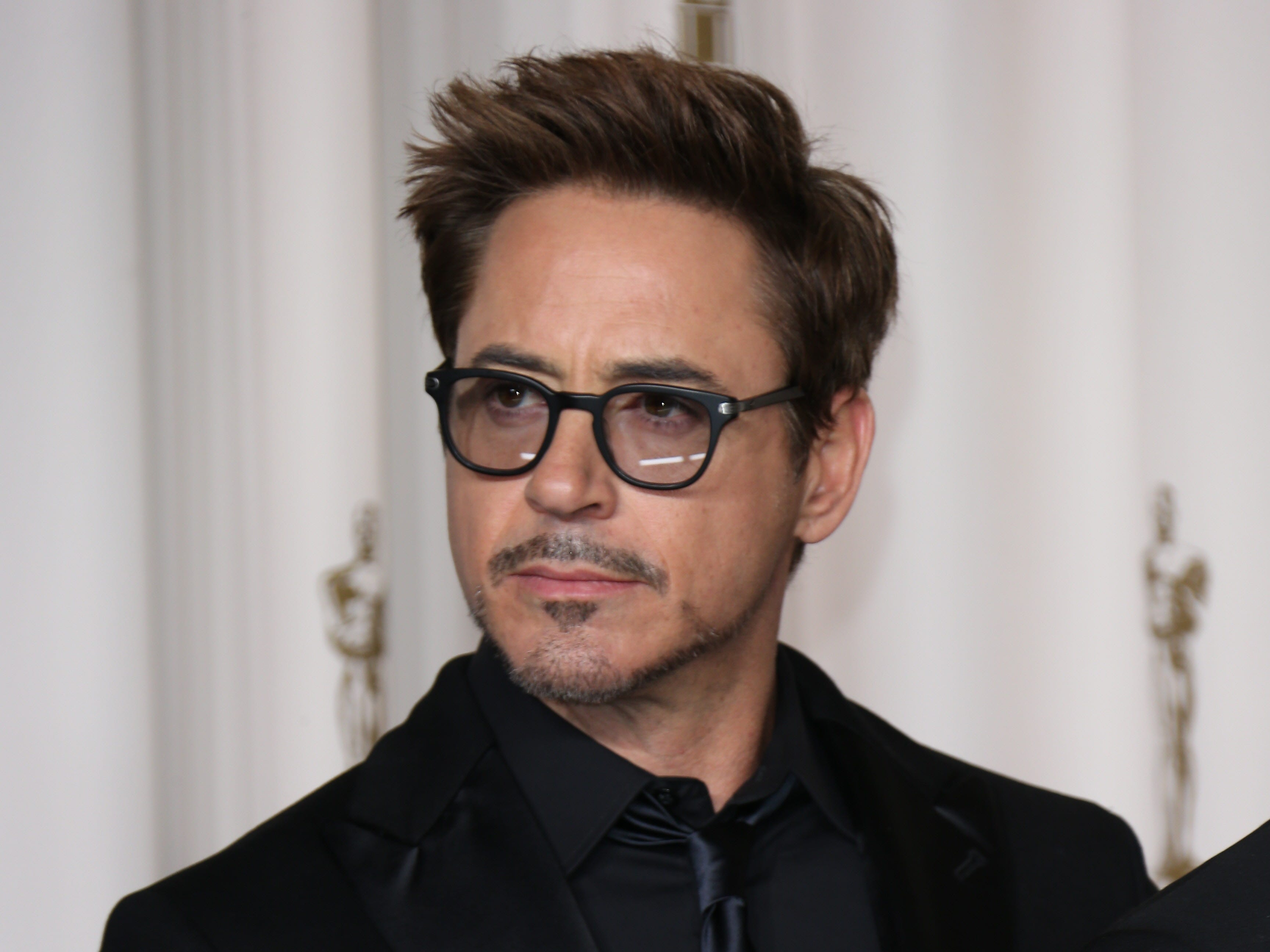2/24/13 6:30:32 PM -- Hollywood, CA, U.S.A  Robert Downey Jr. poses in the photo room at the 85th annual Academy Awards --  PHOTO EMBARGOED UNTIL LAST CREDIT ROLLS ON OSCARS TELECAST   Photo by Dan MacMedan, USA TODAY contract photographer   ORG XMIT: DM 42987 2013 ACADEMY AWA 2/20/2013  [Via MerlinFTP Drop]
