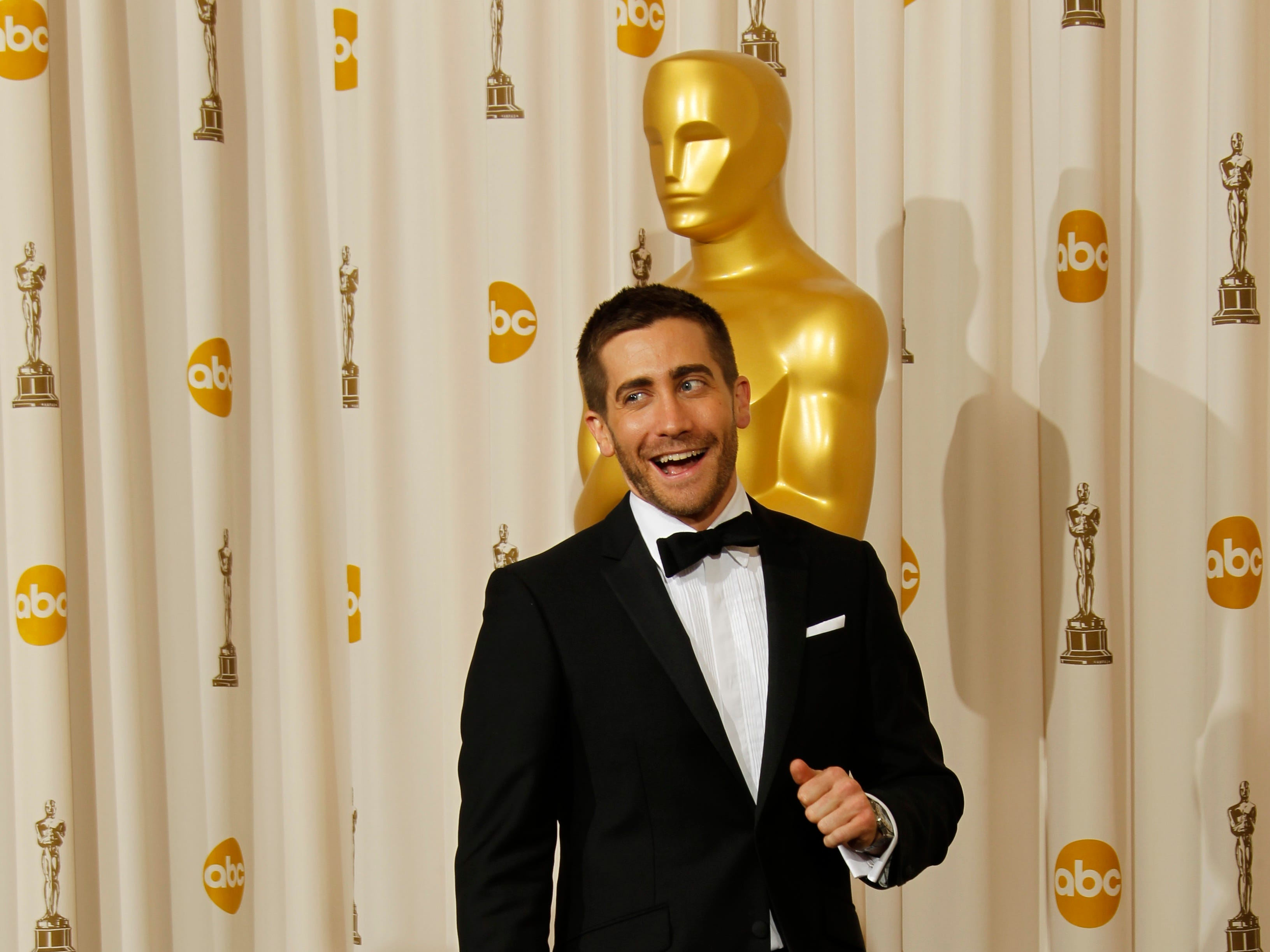 3/7/10 7:23:42 -- Hollywood, CA, U.S.A  -- Jake Gyllenhaal poses in the photo room at the 82nd Annual Academy Awards at the Kodak Theatre. --    Photo by Dan MacMedan, USA TODAY contract photographer   ORG XMIT: DM 38224 OSCARS 3/3/2010  (Via MerlinFTP Drop)