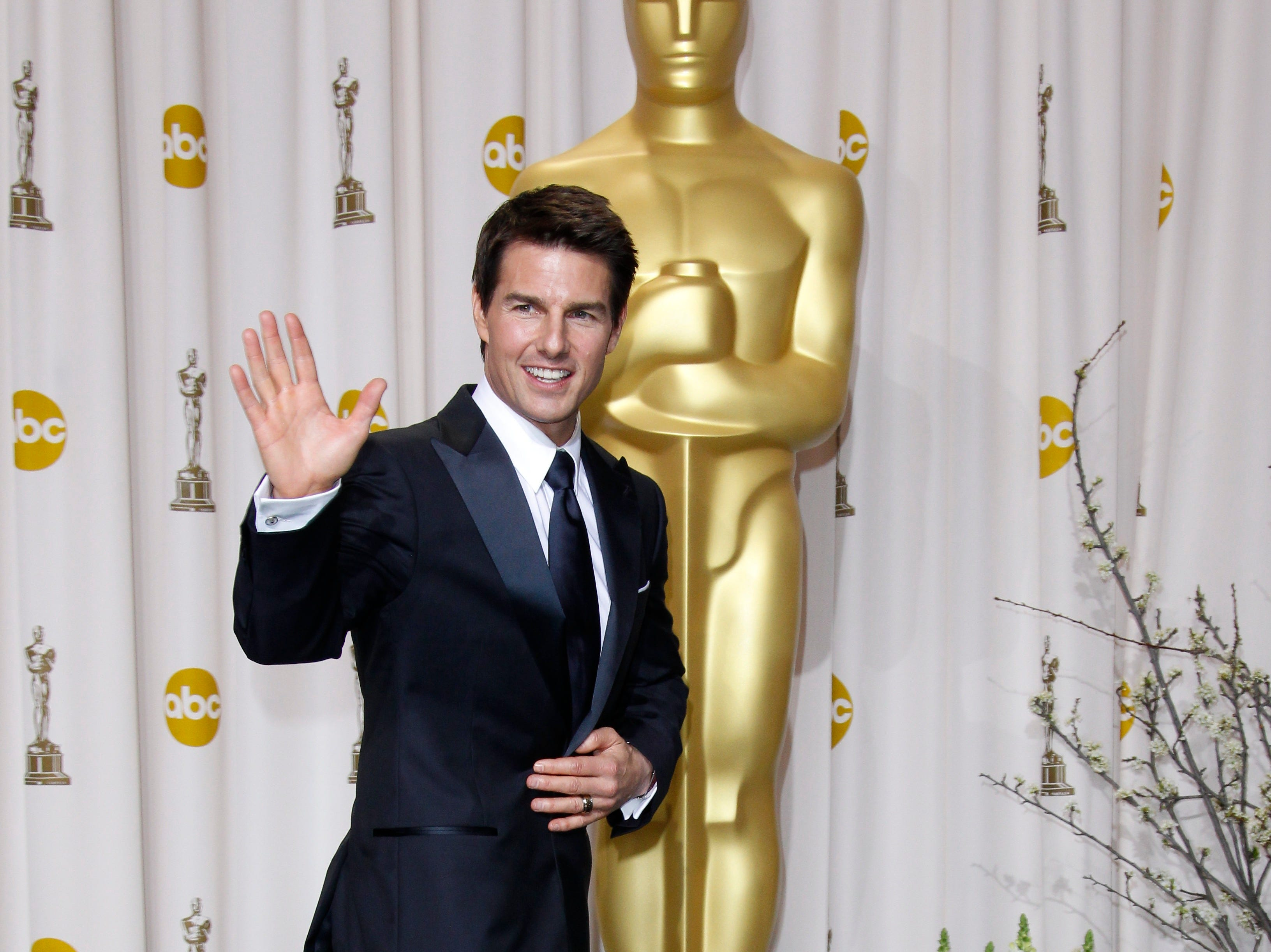 ORG XMIT: DM 41524 ACADEMY AWARDS 2/24/2012  2/26/12 8:55:52 -- Hollywood, CA, U.S.A  --EMBARGOED UNTIL FINAL CREDIT ROLLS AT SHOW'S CLOSE Tom Cruise poses in the photo room at the 84th annual Academy Awards at the Hollywood & Highland Center. --    Photo by Dan MacMedan, USA TODAY contract photographer   [Via MerlinFTP Drop]