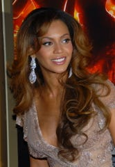 """Beyonce Knowles arrives to the premiere of """"Dreamgirls"""" Dec. 4, 2006, in New York. She told Oprah she lost 20 pounds on the Master Cleanse diet for the film."""