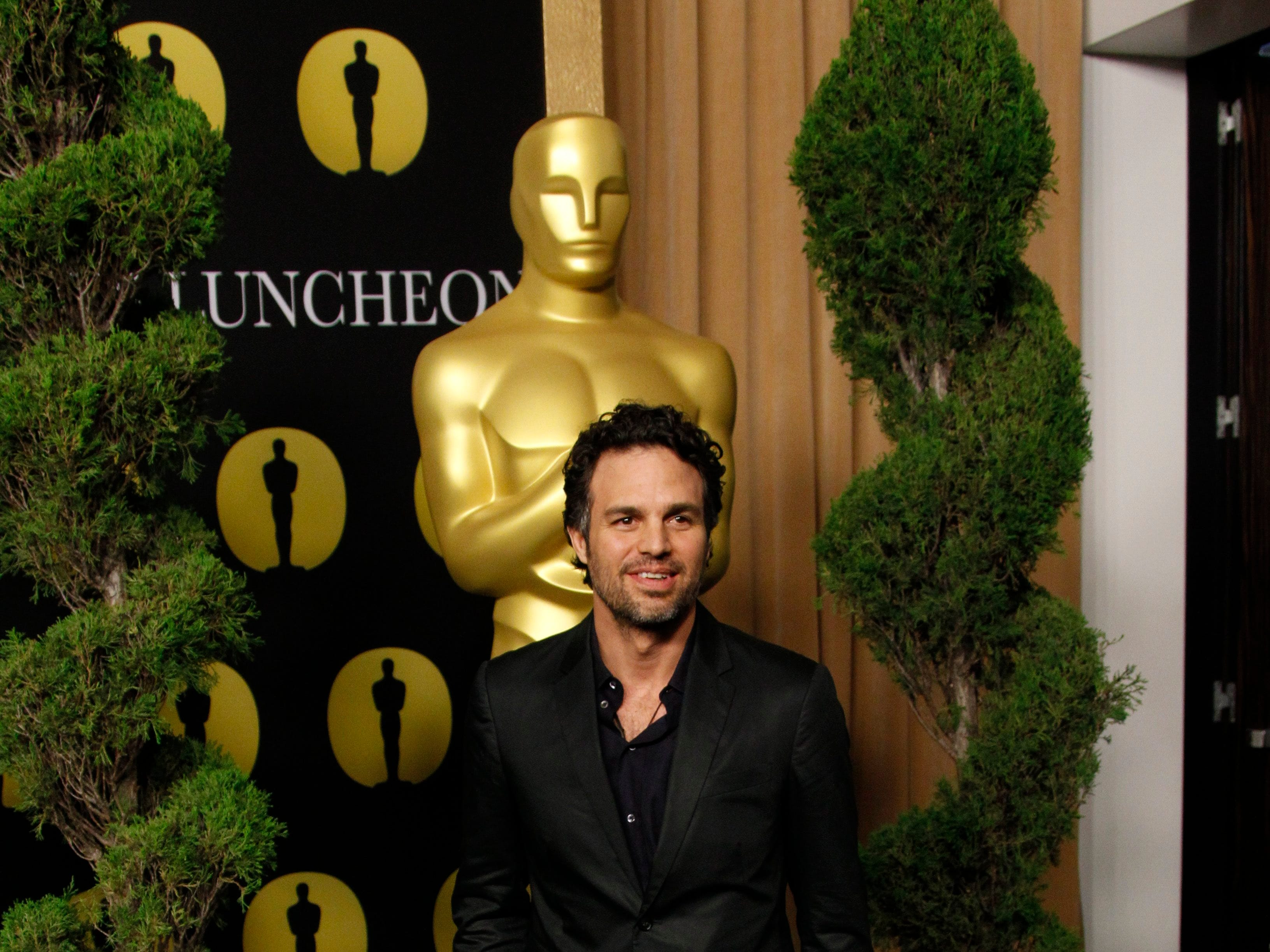 ORG XMIT: DM 39781 OSCAR LUNCHEON 2/7/2011  2/7/11 12:11:26 -- Beverly Hills, CA, U.S.A  -- Mark Ruffalo arrives at the luncheon for 2011 83rd annual Academy Award nominees, held at the Beverly Hilton Hotel in Beverly Hills, CA   Photo by Dan MacMedan, USA TODAY contract photographer   [Via MerlinFTP Drop]