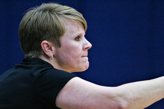 Pineville coach Tiffany Edmondson directs her team during Thursday's game against West Monroe.