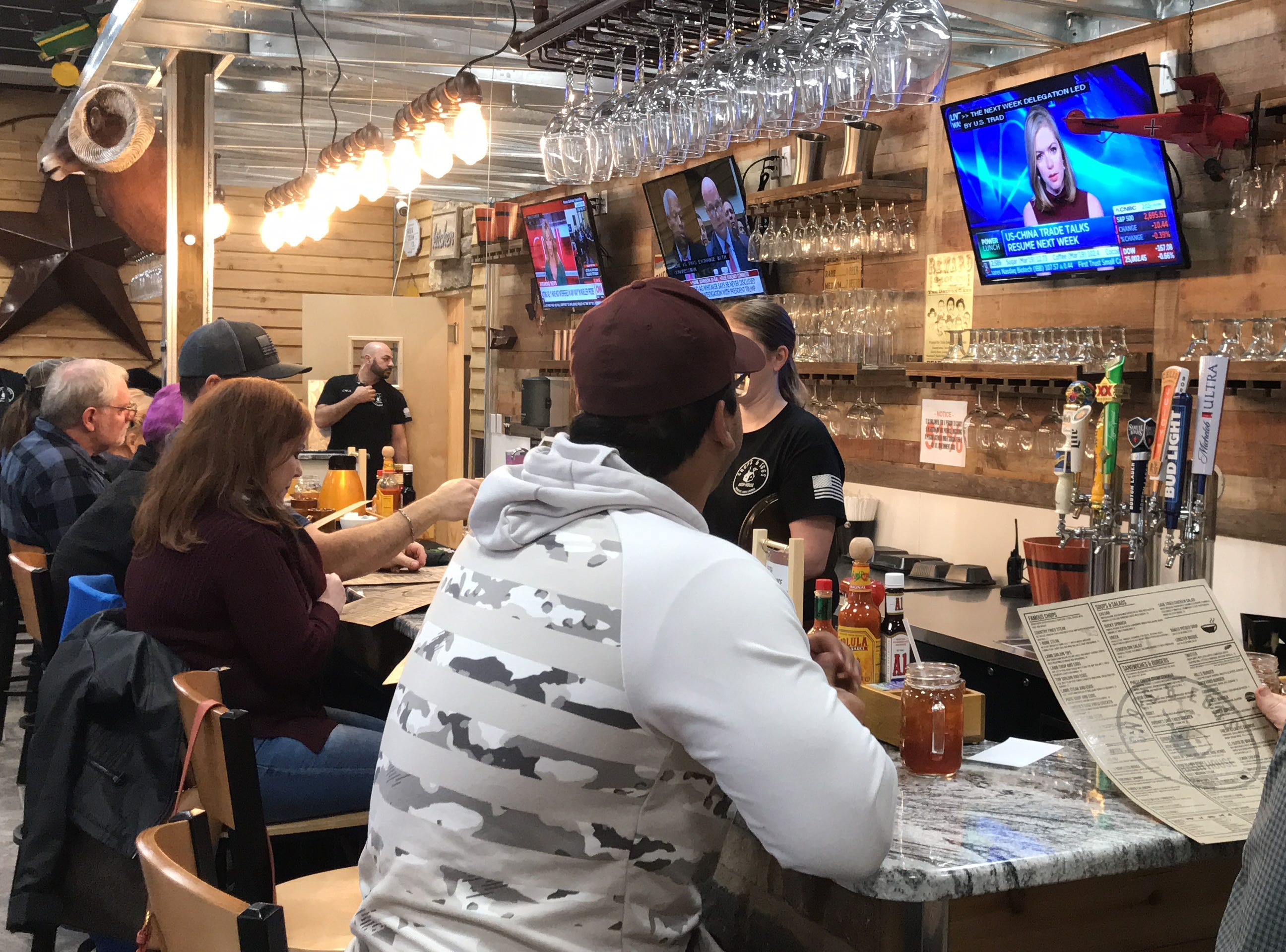 The new Chops & Eggs Hash House  offers the same casual atmosphere the previous location once offered toits customers, but with a new chic andmodern twist.