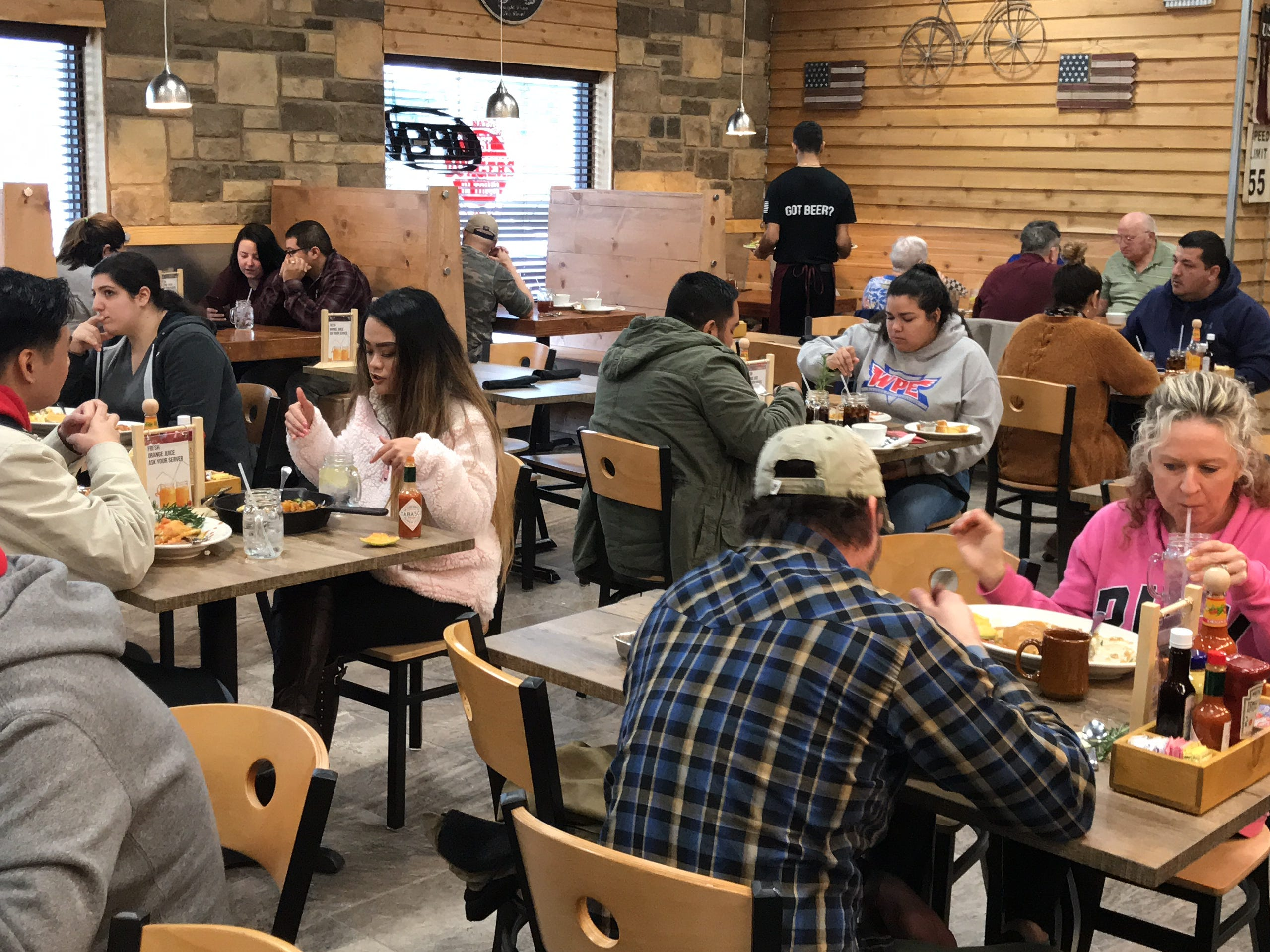 The new Chops & Eggs Hash House offers the same casual atmosphere the previous location once offered to its customers, but with a new chic and modern twist.