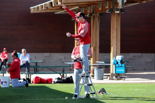 Cincinnati Reds manager David Bell (25) throws during catching drills, Saturday, Feb. 16, 2019, at the Cincinnati Reds spring training facility in Goodyear, Arizona.