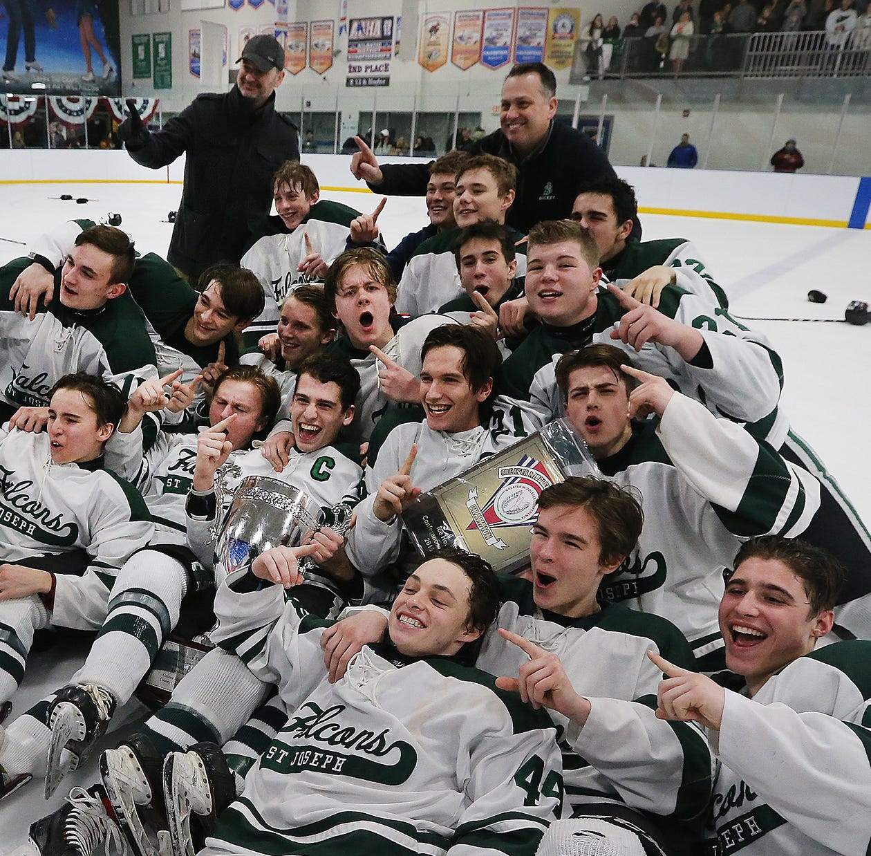 St. Joseph ice hockey team reclaims GMC championship with flawless execution