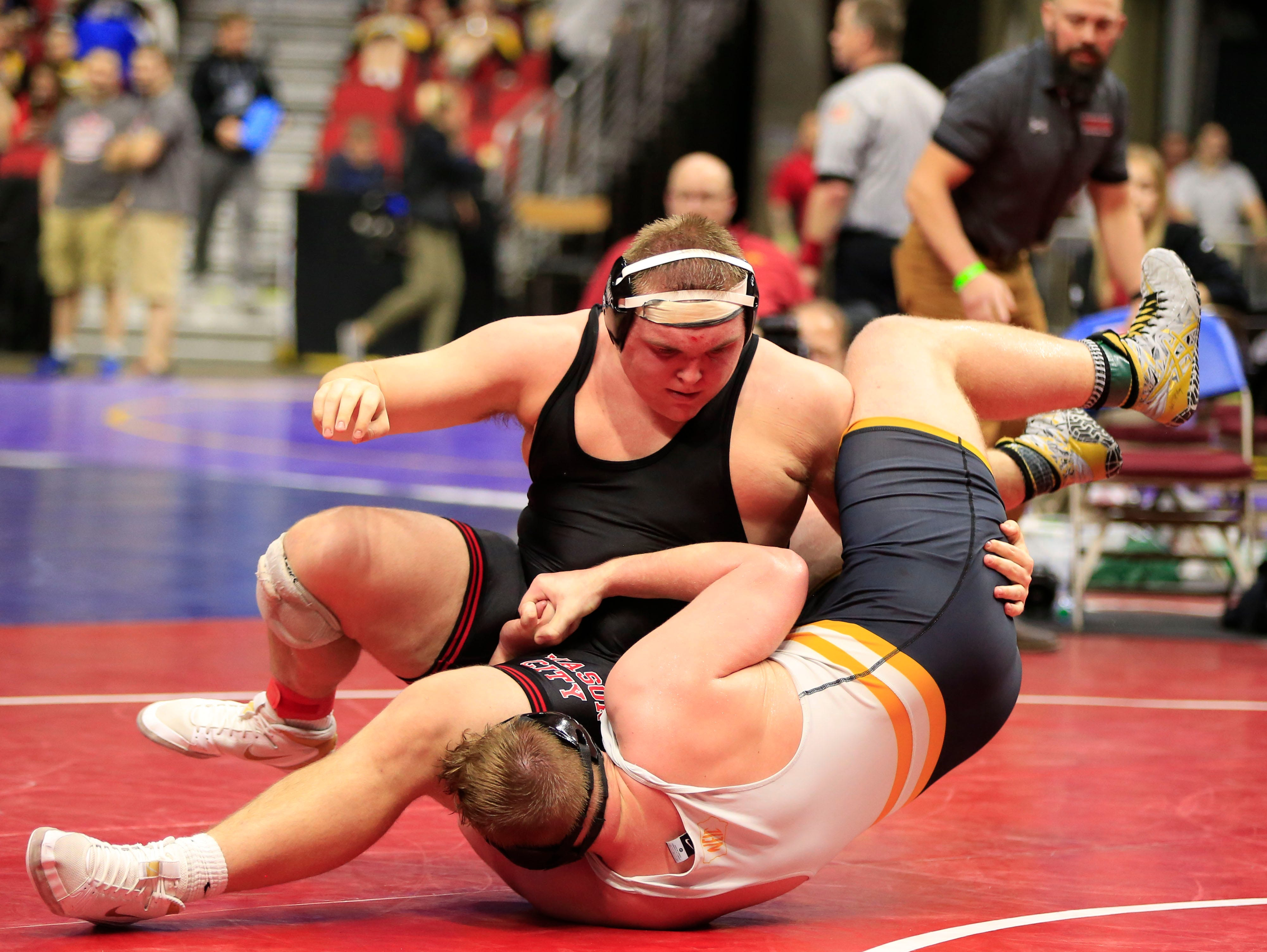 Andrew Snyder of Waverly-Shell Rock defeated Troy Monahan of Mason City during a 285 Lb 3A semifinal match at the state wrestling tournament Friday, Feb. 15, 2019.